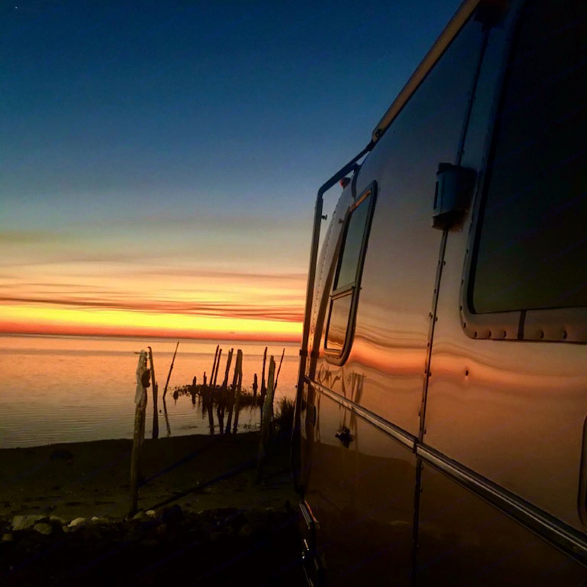 Get close to nature with this 20ft rig!. Airstream Bambi 2020