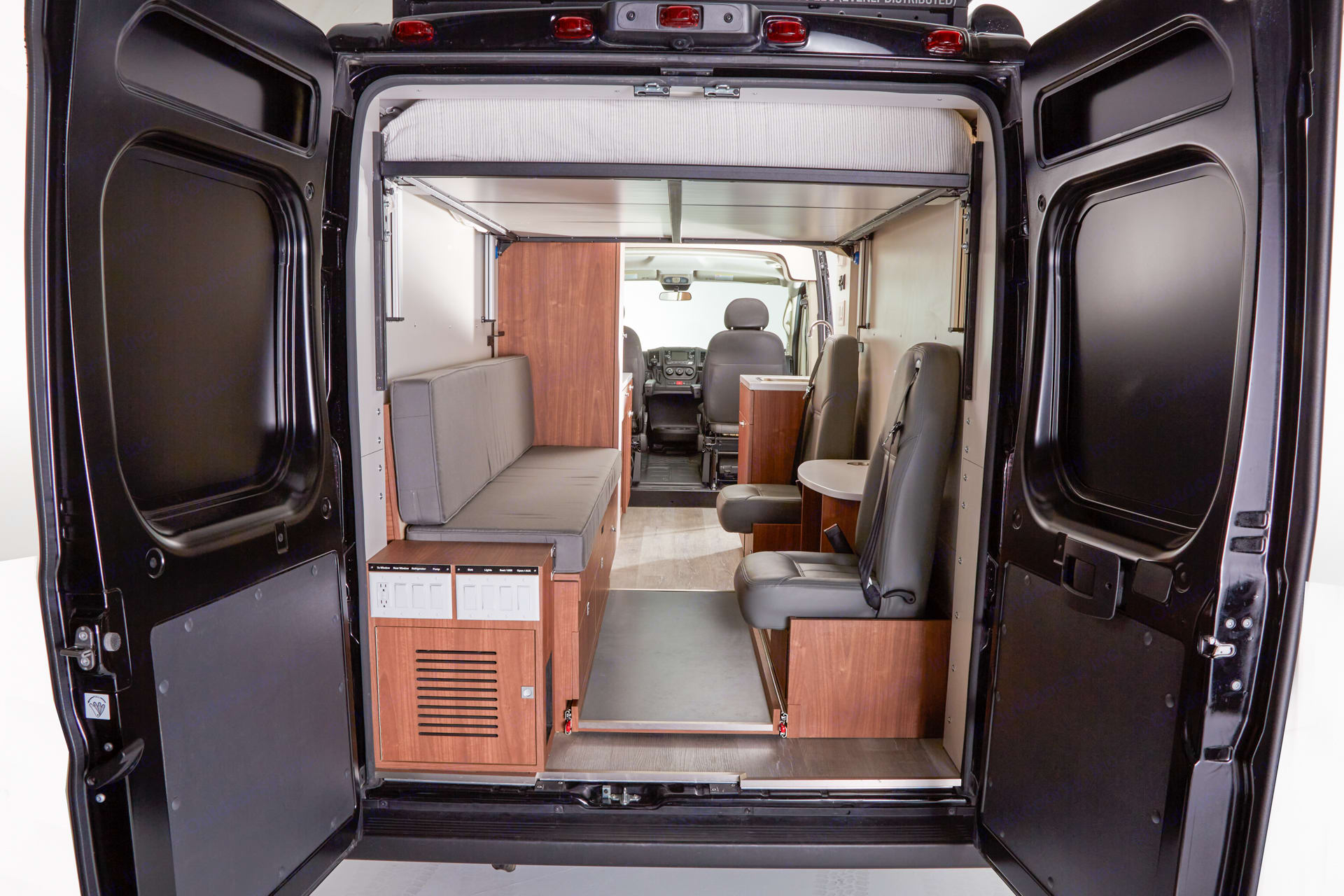 Here you can see the full space from the rear of the vehicle with the back doors open.. RAM Promaster 3500 2020