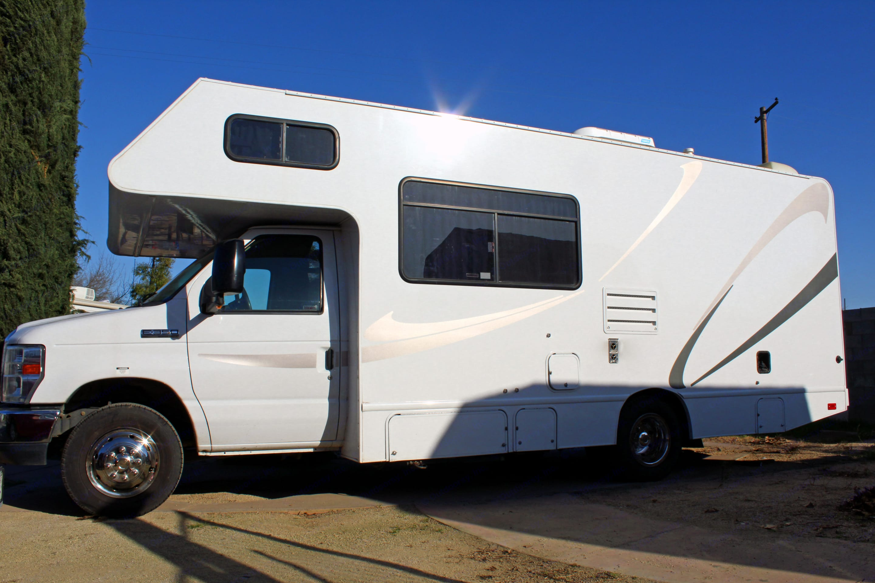 Thor Motor Coach Four Winds Majestic 2015