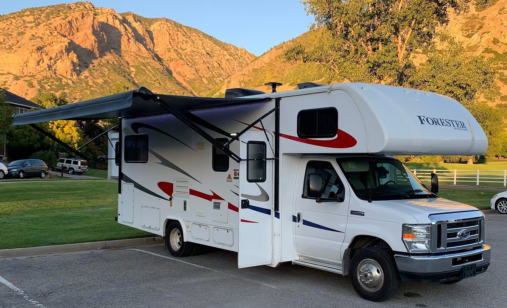 Ready to Head for the Mountains, Lakes, Rivers, and your Favorite RV Spot! 27 ft RV, 2 Slide Bedroom enlarges the RV length 4ft in back and 2ft wider.. Forest River Forester 2018