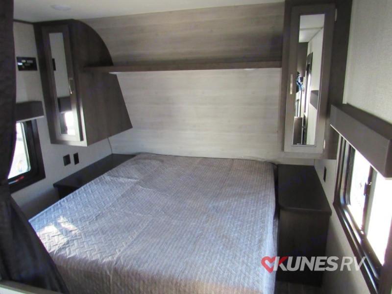 Queen Bed. Jayco Jay Flight 264BH 2021