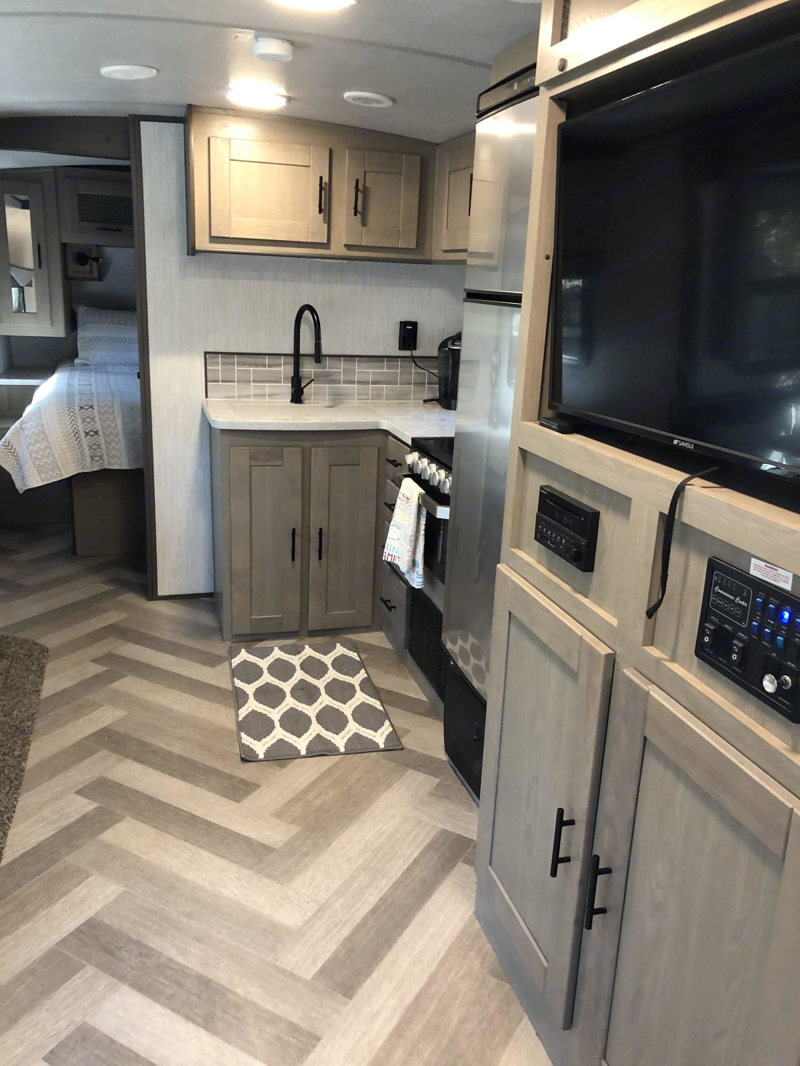 Great large refrigerator! Oven, 3 burner stovetop & microwave. . Cruiser Rv Corp Twilight 2021