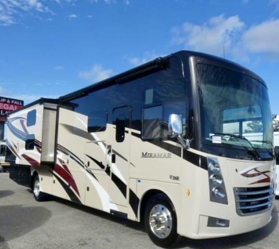 Thor Motor Coach Miramar 2021