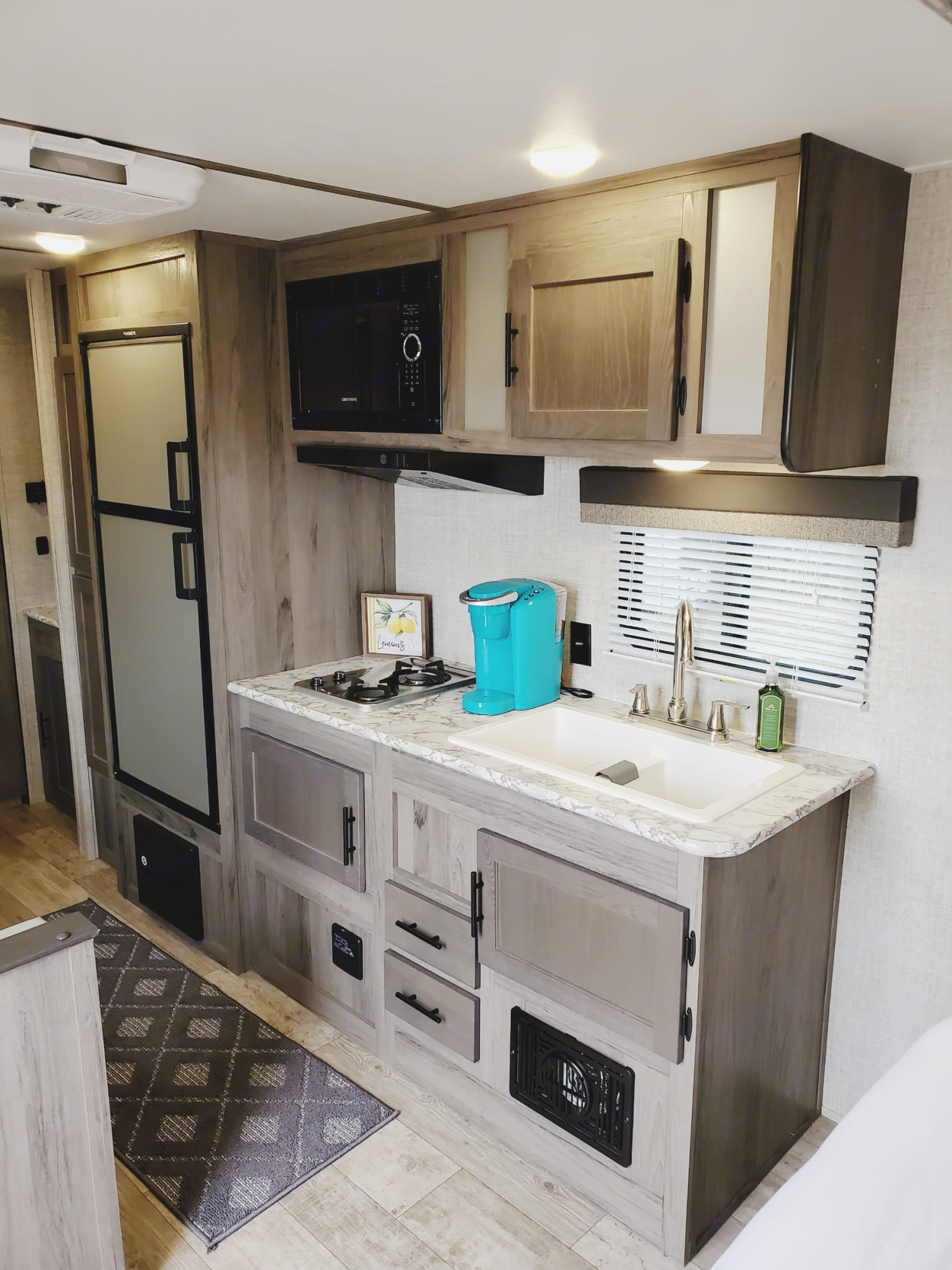 Kitchen equipped w/ a Keurig machine. Gulf Stream Kingsport 2021
