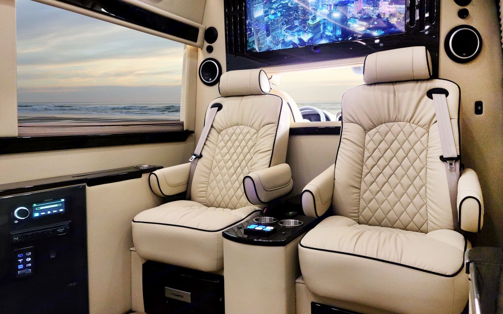 Privacy partition window that rolls up for privacy. Mercedes-Benz Sprinter 2021