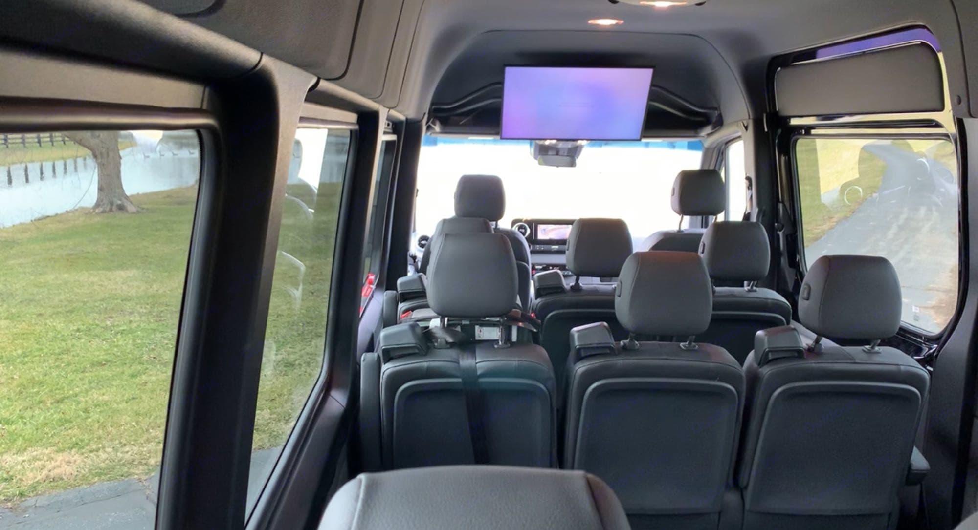"32"" Smart TV. Mercedes-Benz Sprinter 2020"