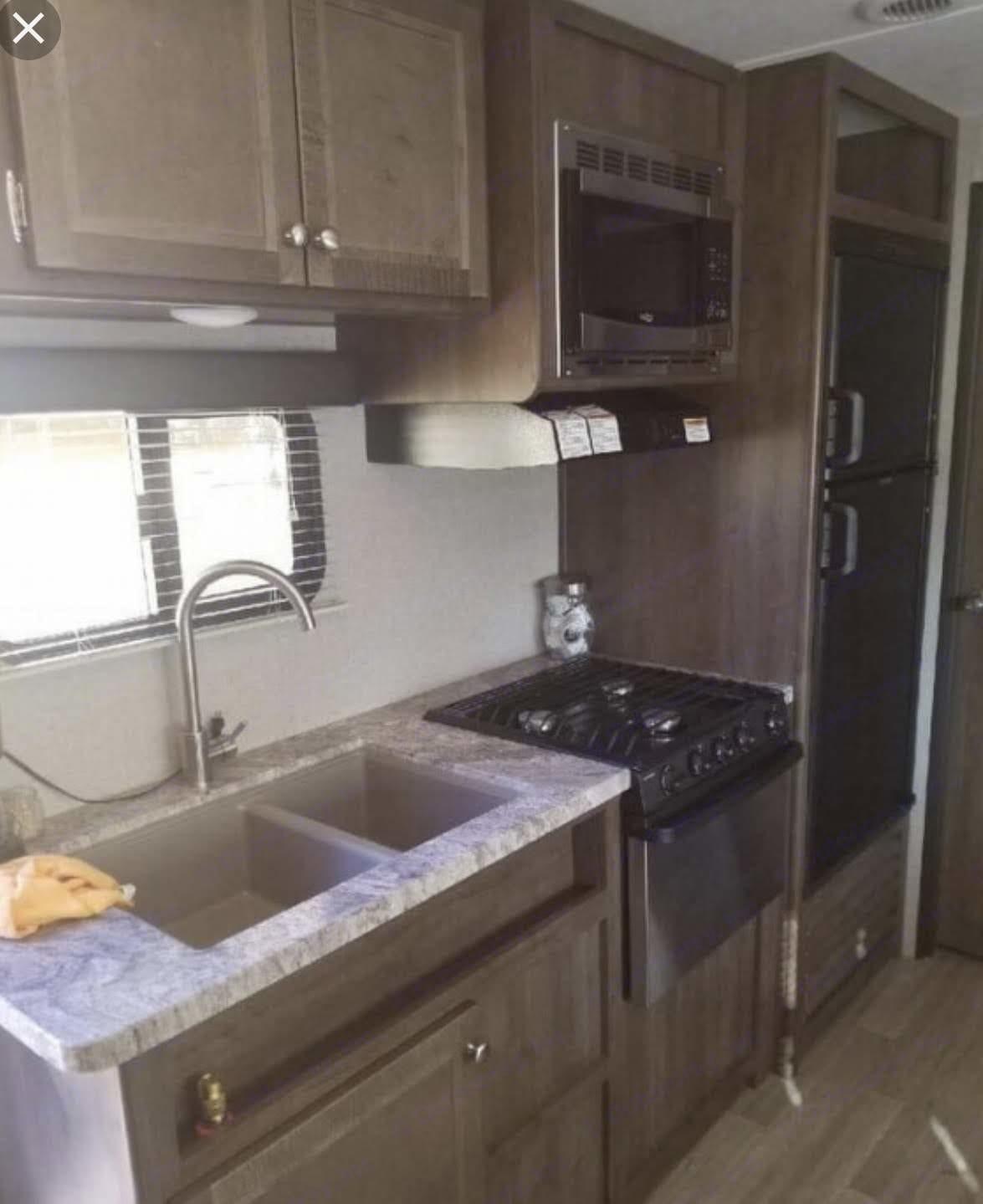 kitchen . Coleman Lantern 300 TQ 2018