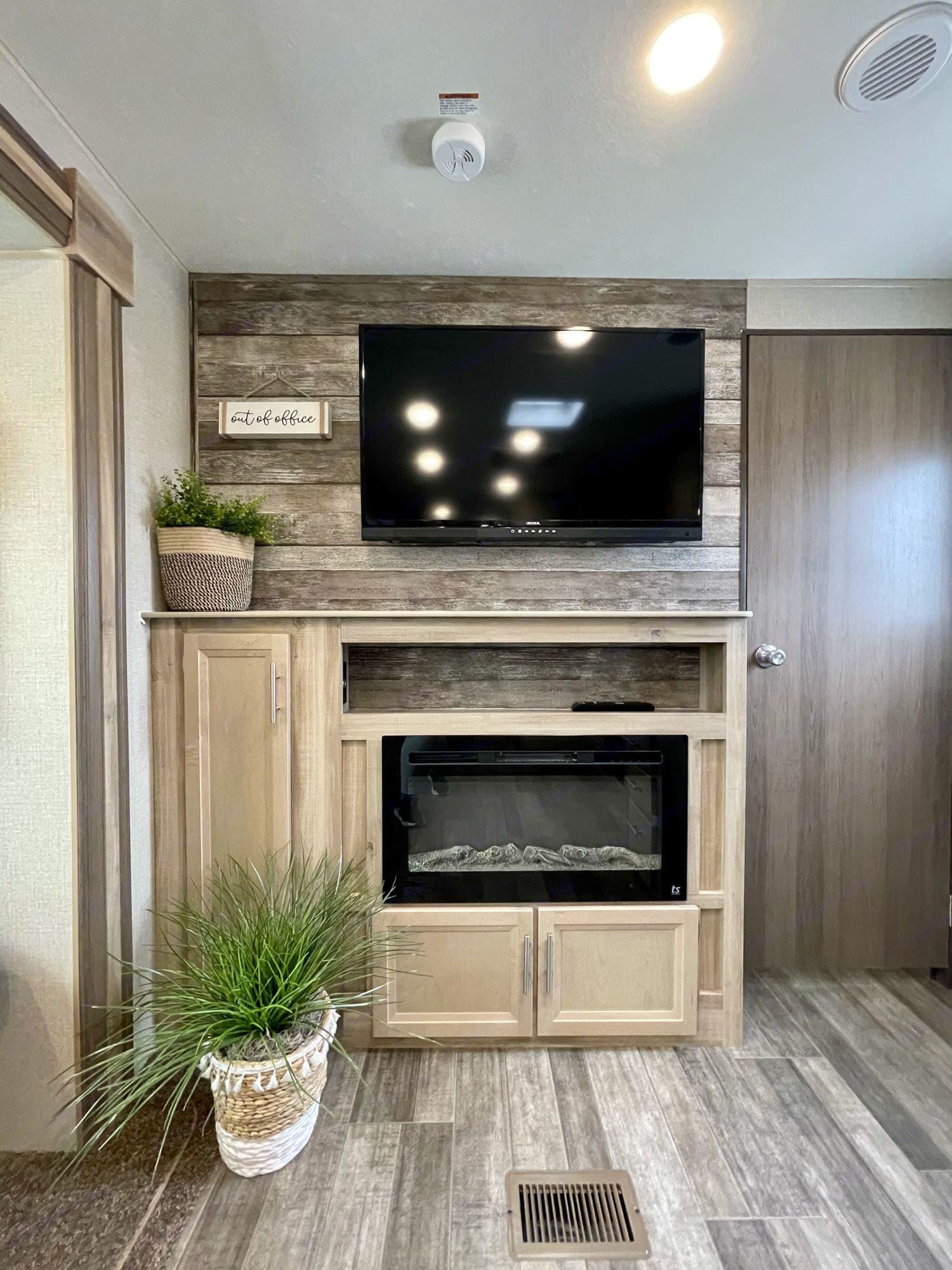 fireplace. Coachmen Catalina 293QBCK 2021