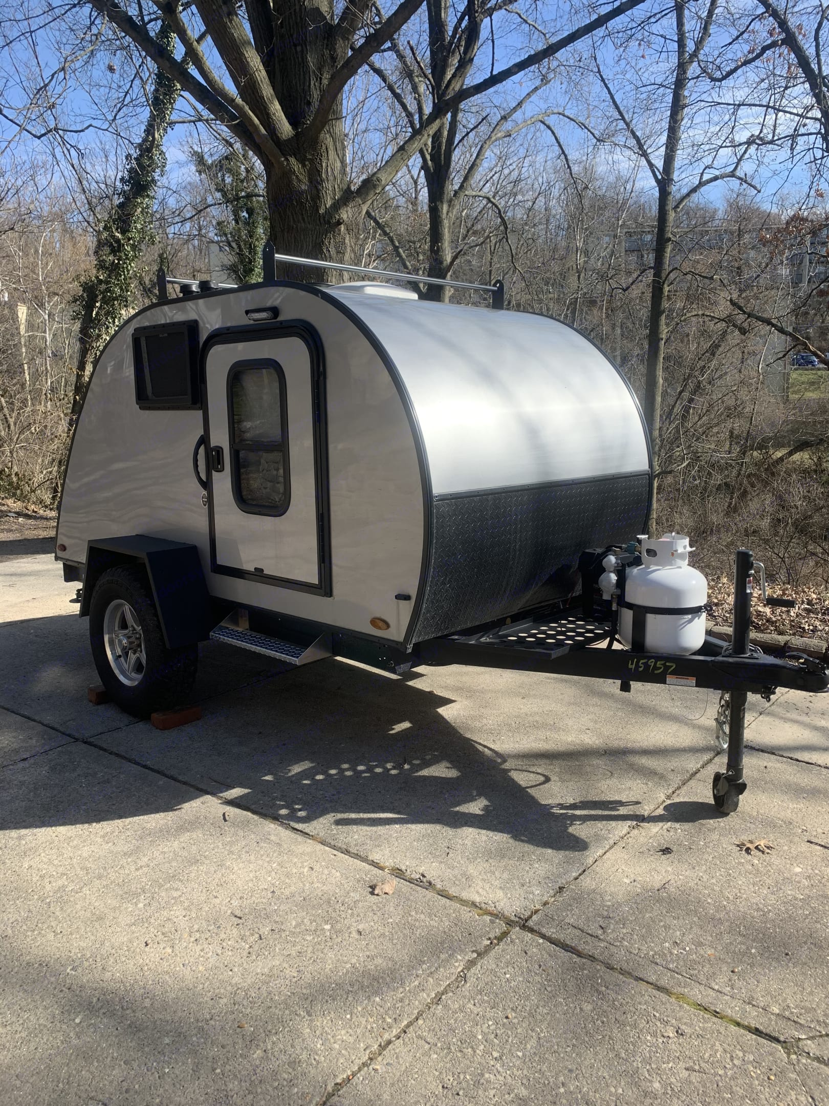 This rugged teardrop trailer is perfect for the couple looking to just getaway!!. Braxton Creek Bushwhacker Teardrop 10ss 2021