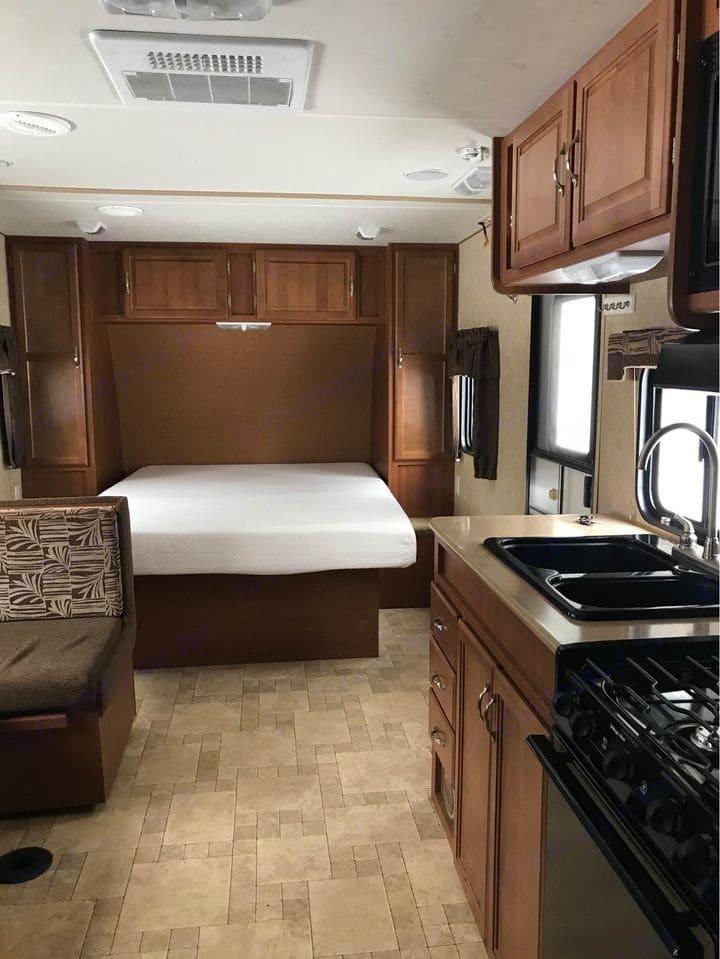 """Walk around access for standard queen bed (60"""" x 80"""") . Komfort Trailblazer 2010"""