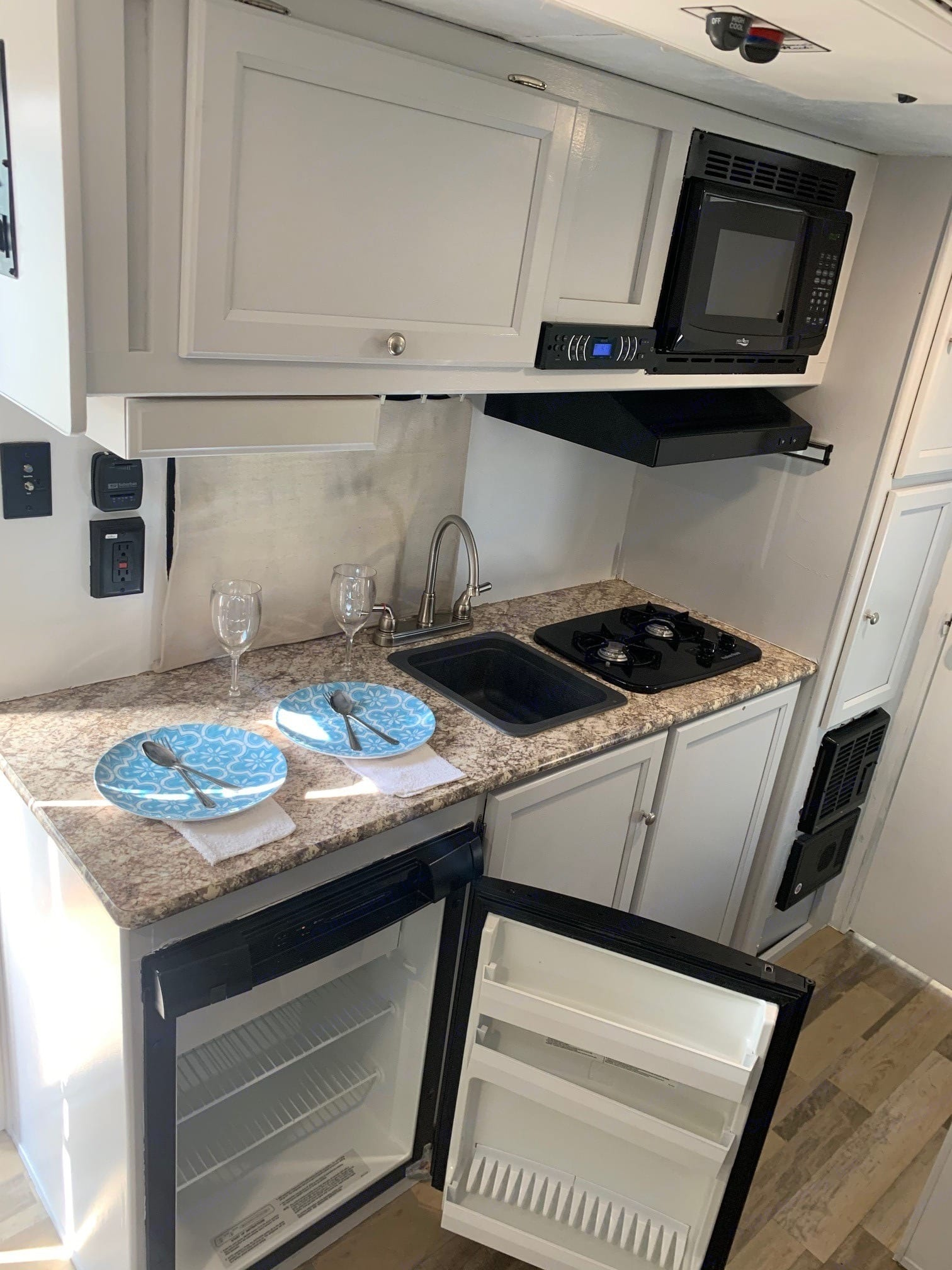 Apartment size refrigerator with freezer section. Coachmen Clipper 2018