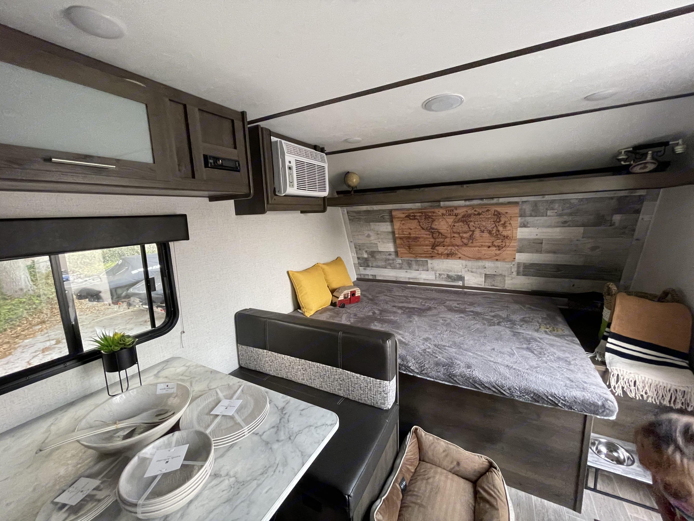 Queen size bed . Coleman 17B 2021