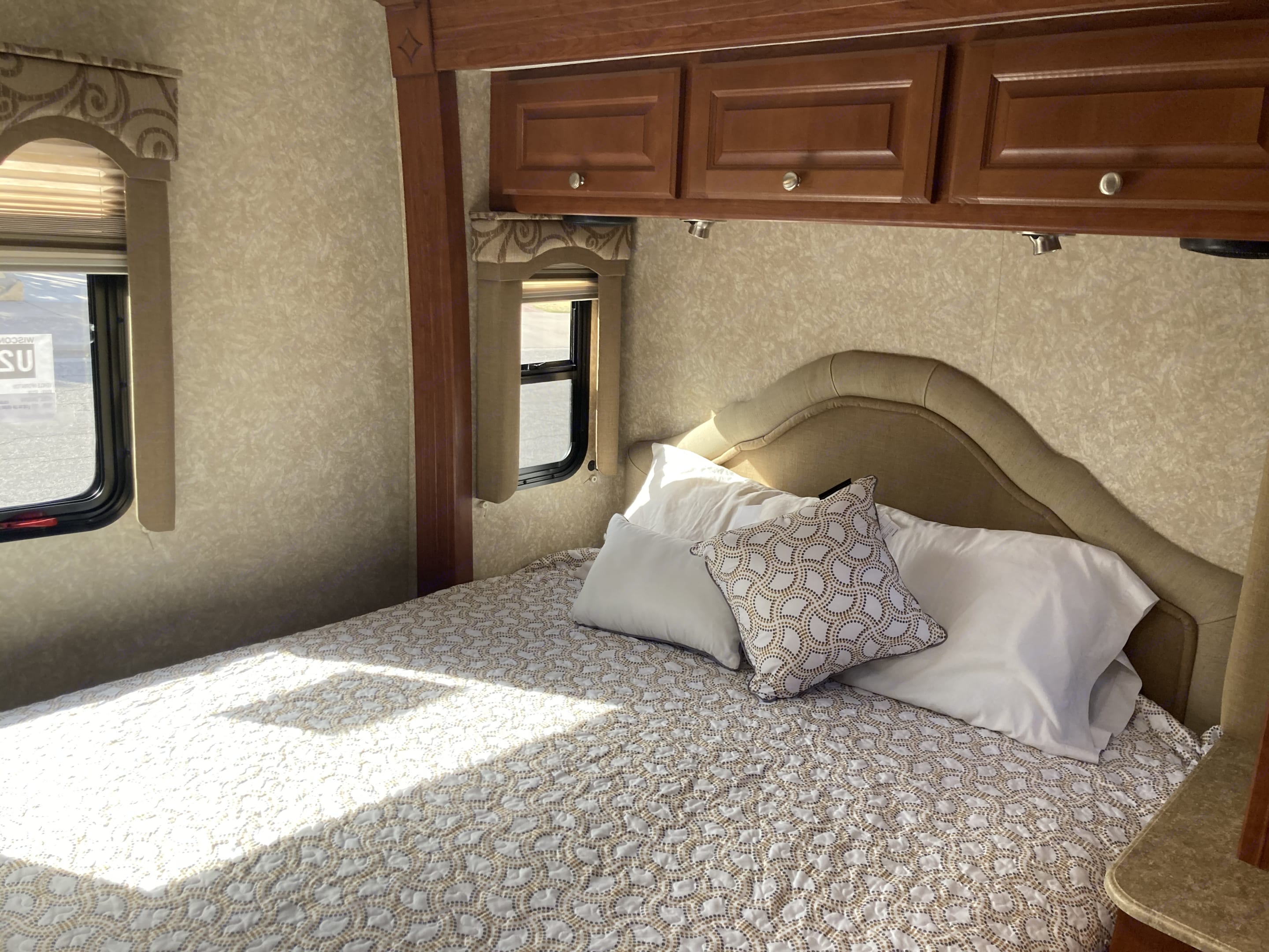 Roomy bedroom. Thor Four Winds Chateau Citation 2008