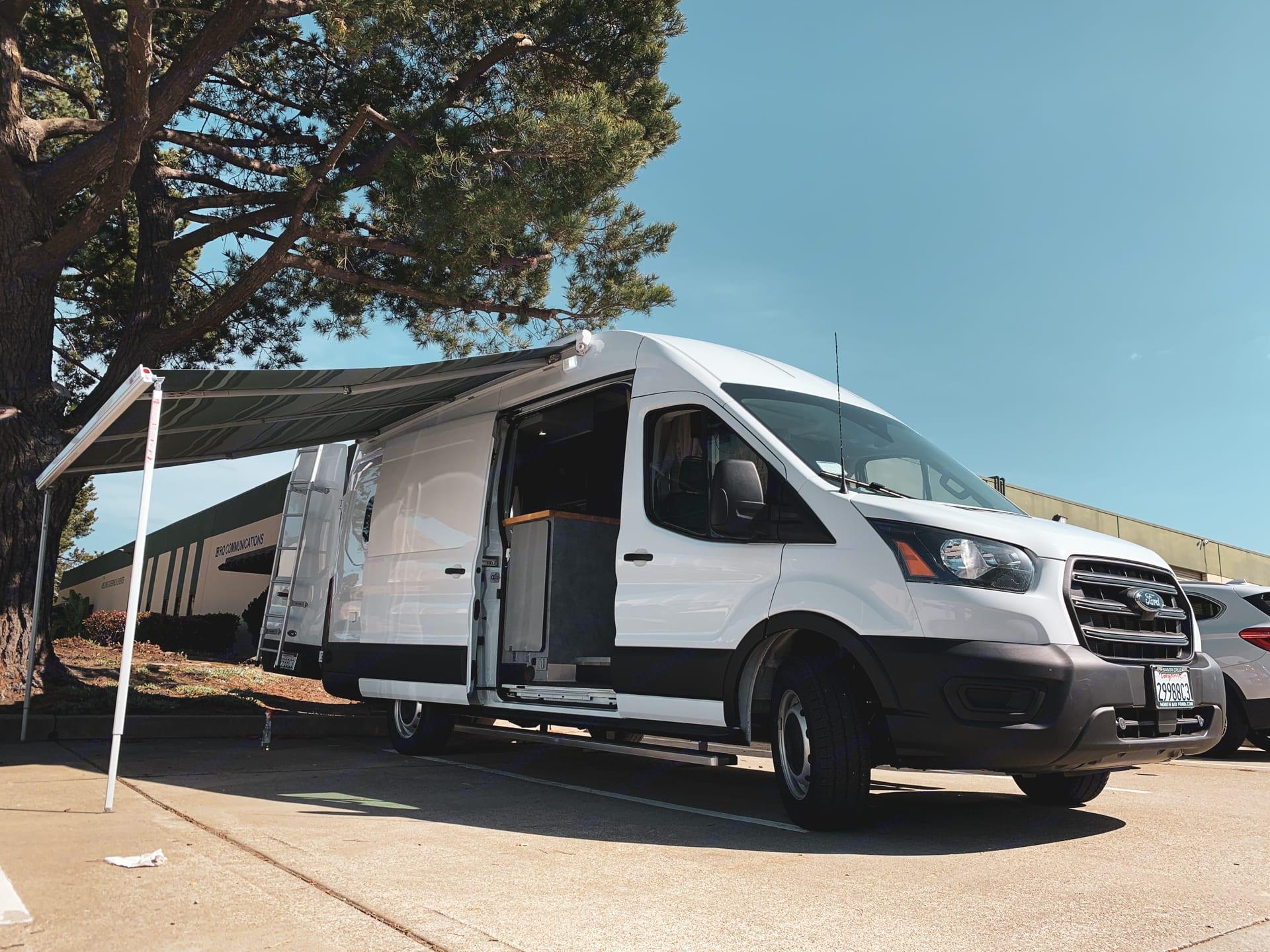 Folsom. Ford Transit 350 RWD 2020