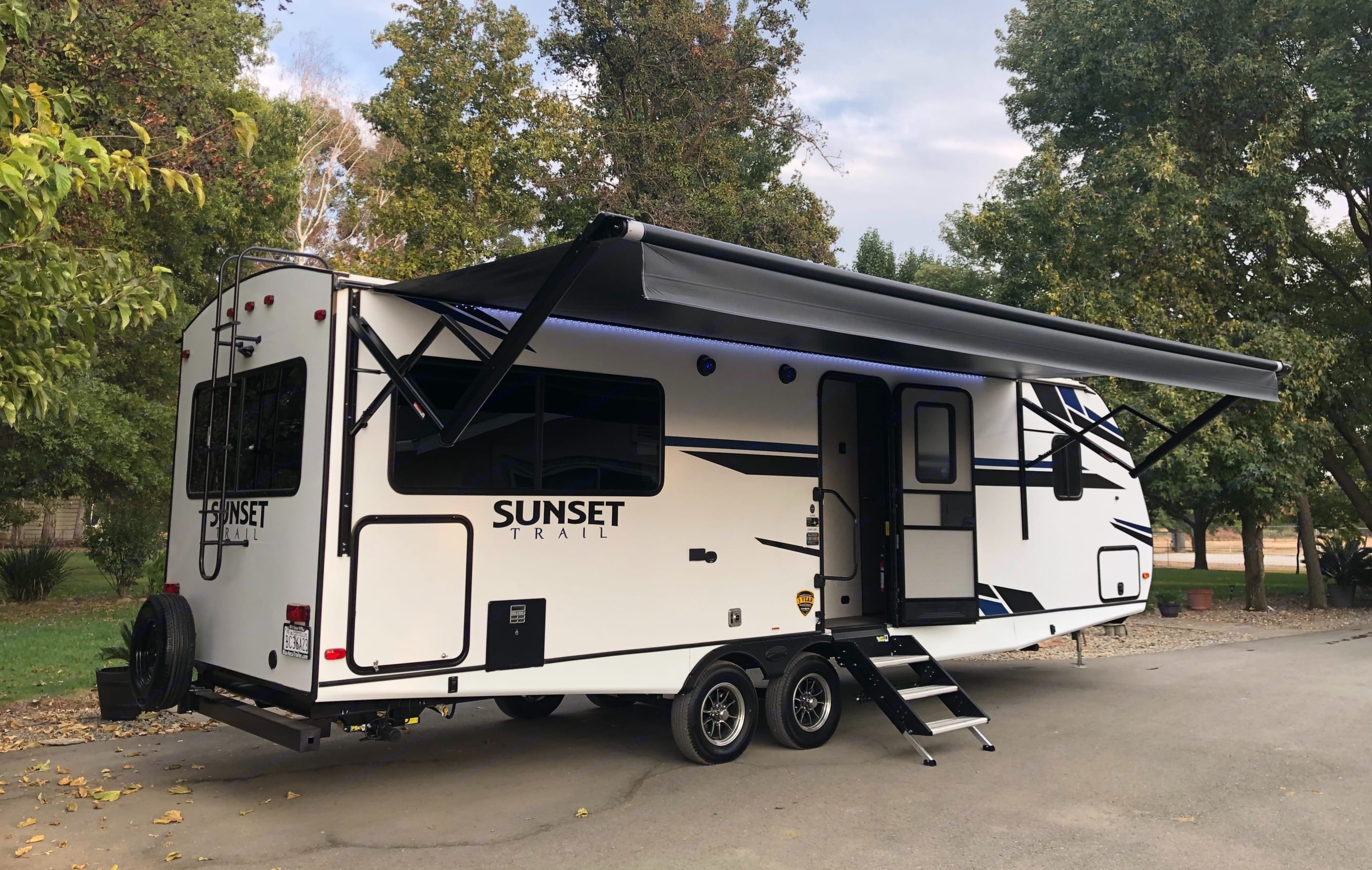 Passenger side with awning opened. Crossroads Sunset Trail Super Lite 2021