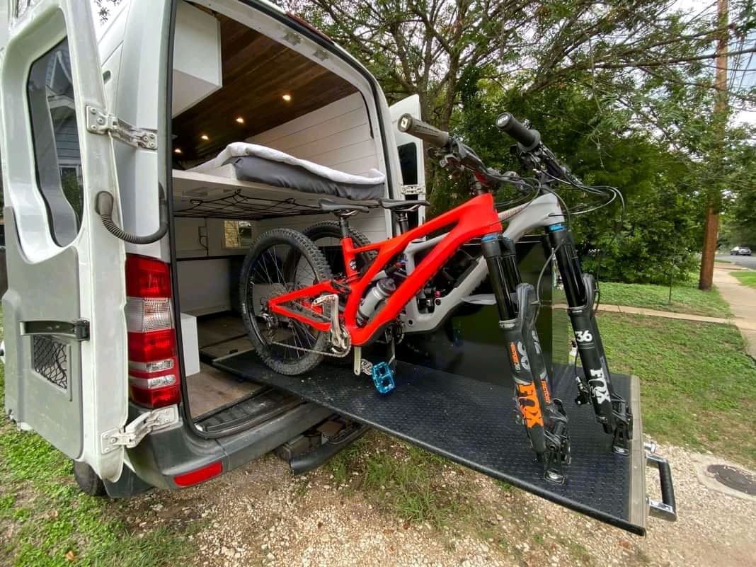 Space for 2 mounttain  bikes. Mercedes-Benz Other 2010
