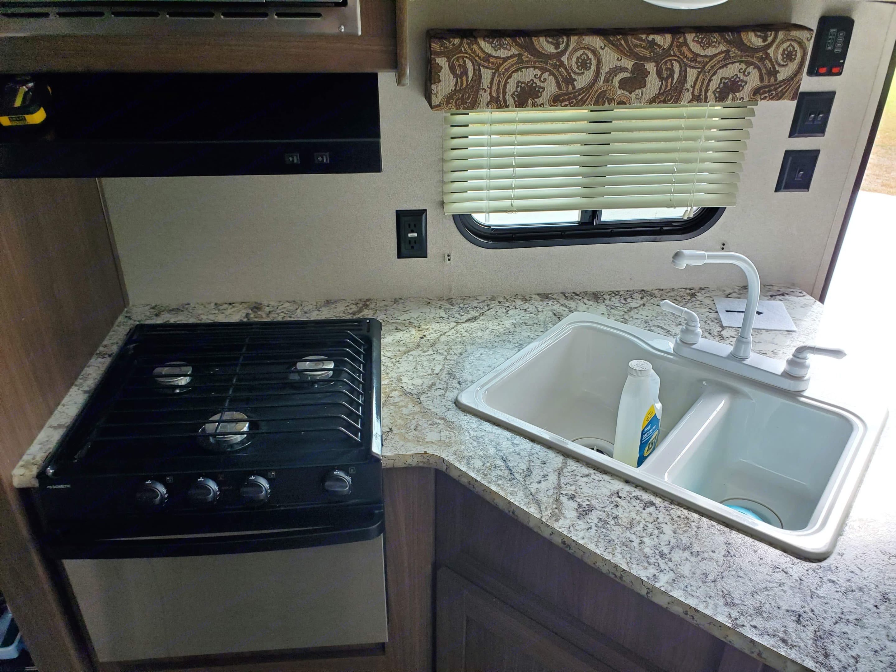 Kitchen sink and gas stove with small oven. Keystone Hideout 2018