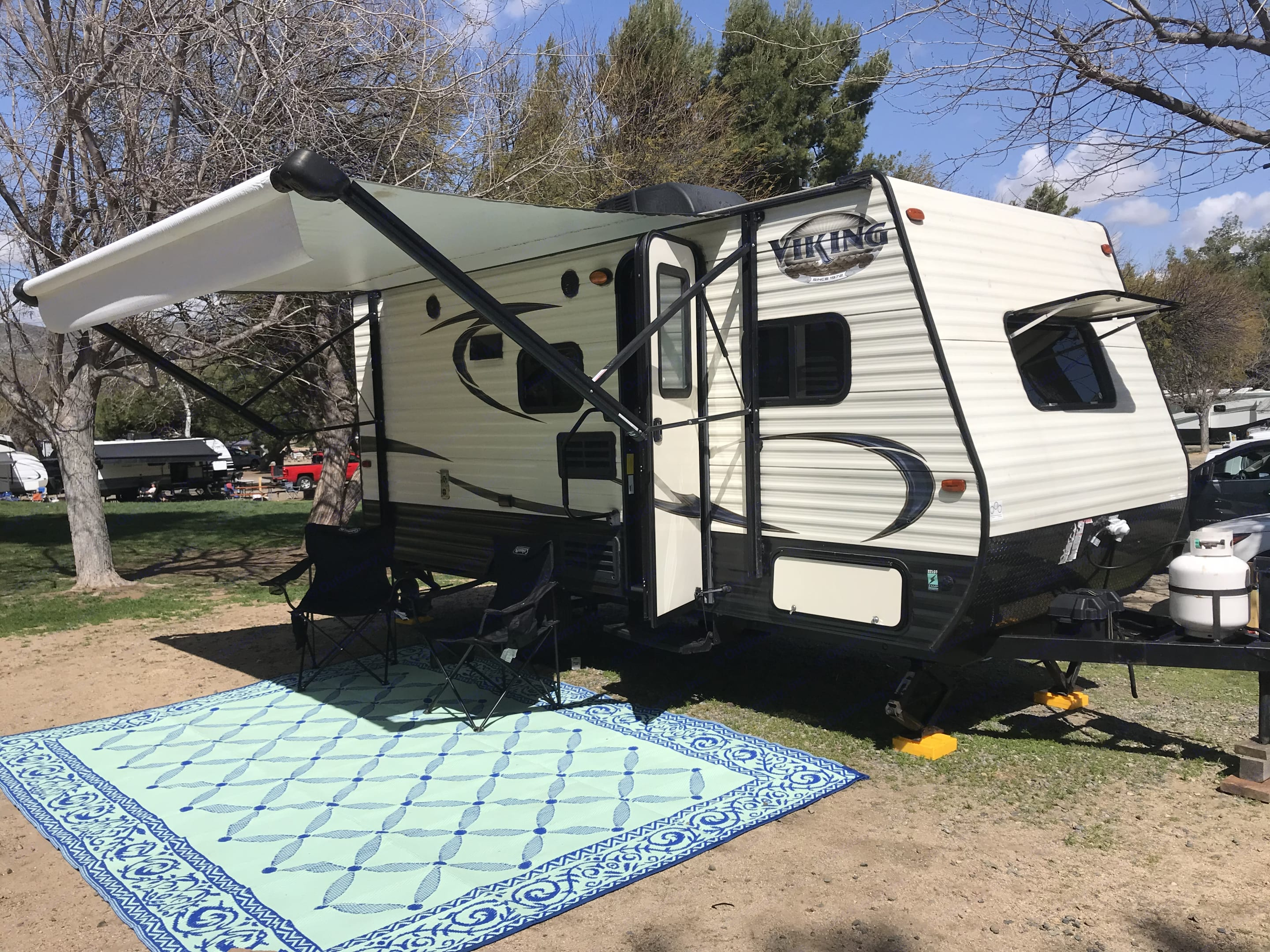 Our family trailer for rent - AC, heat, bathroom, kitchen, electric awning, outdoor mat, 4 chairs and outside grill included! . Coachmen Viking 2018