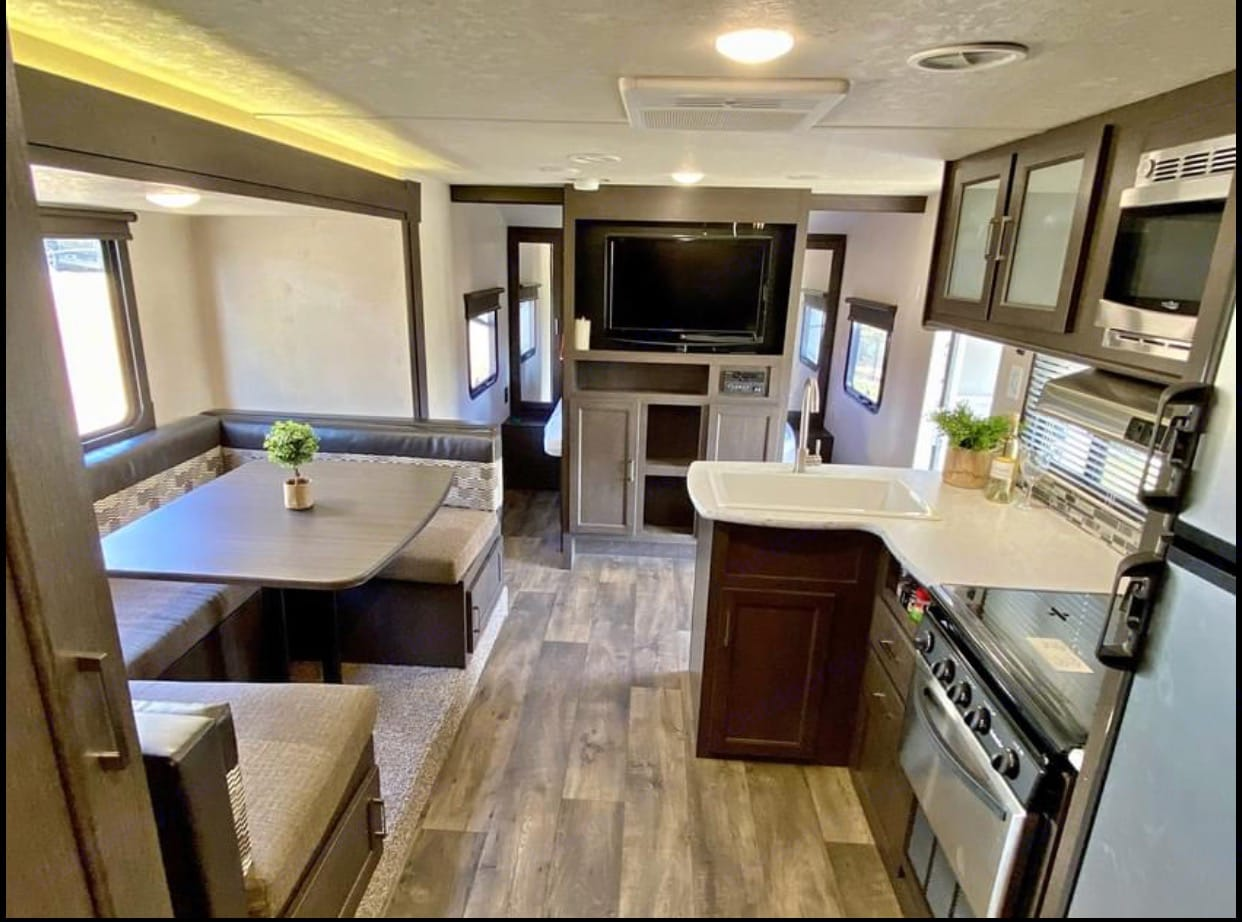 This the dining room and kitchen from the bunkbeds. . Forest River Wildwood X-Lite 2018