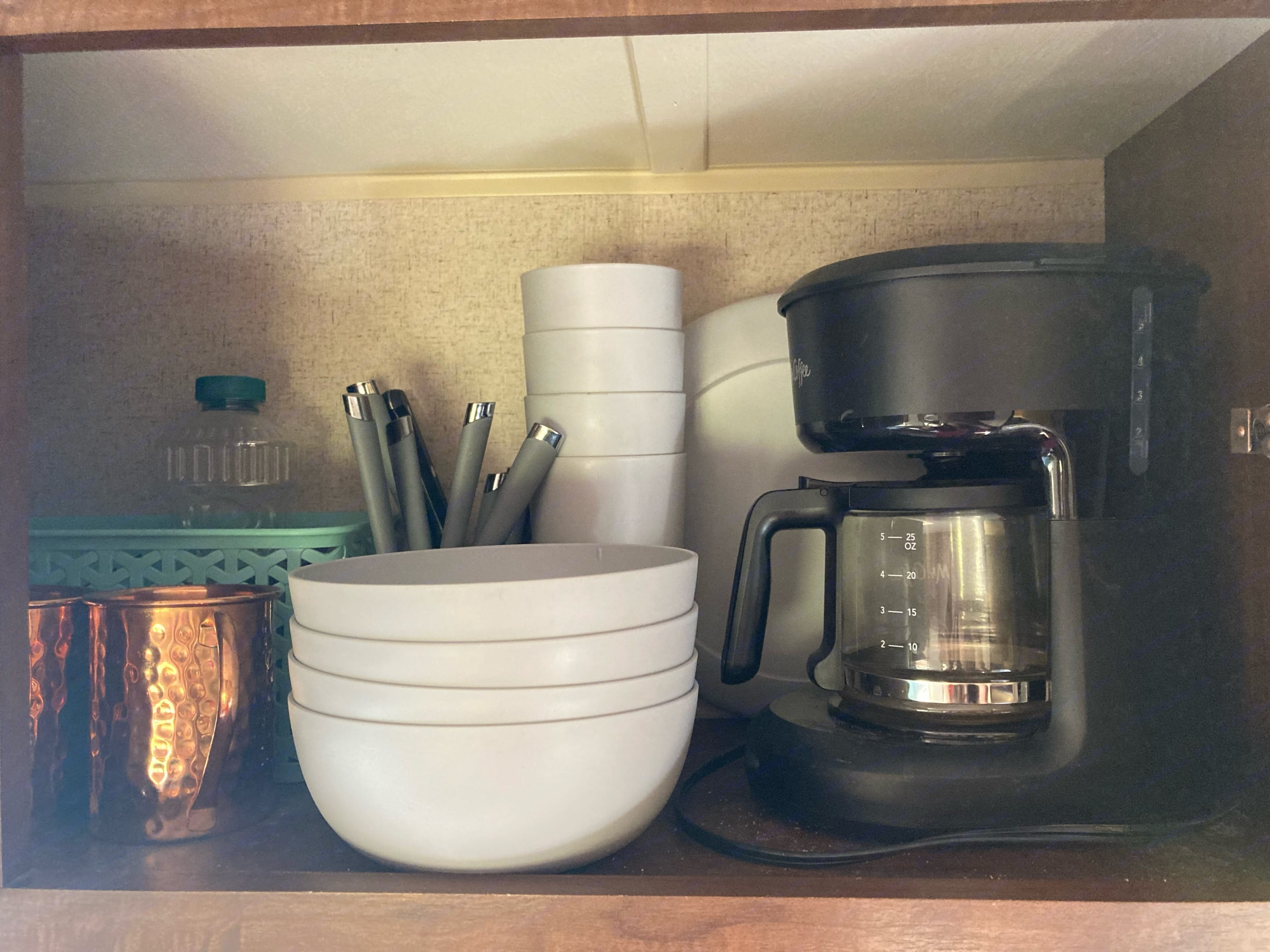 Included: Coffee Maker and filters, 4 sets of bowls, cups, plates, silverware, steak knives, copper mugs, paper towels, and more!. Jayco Jay Flight 2015