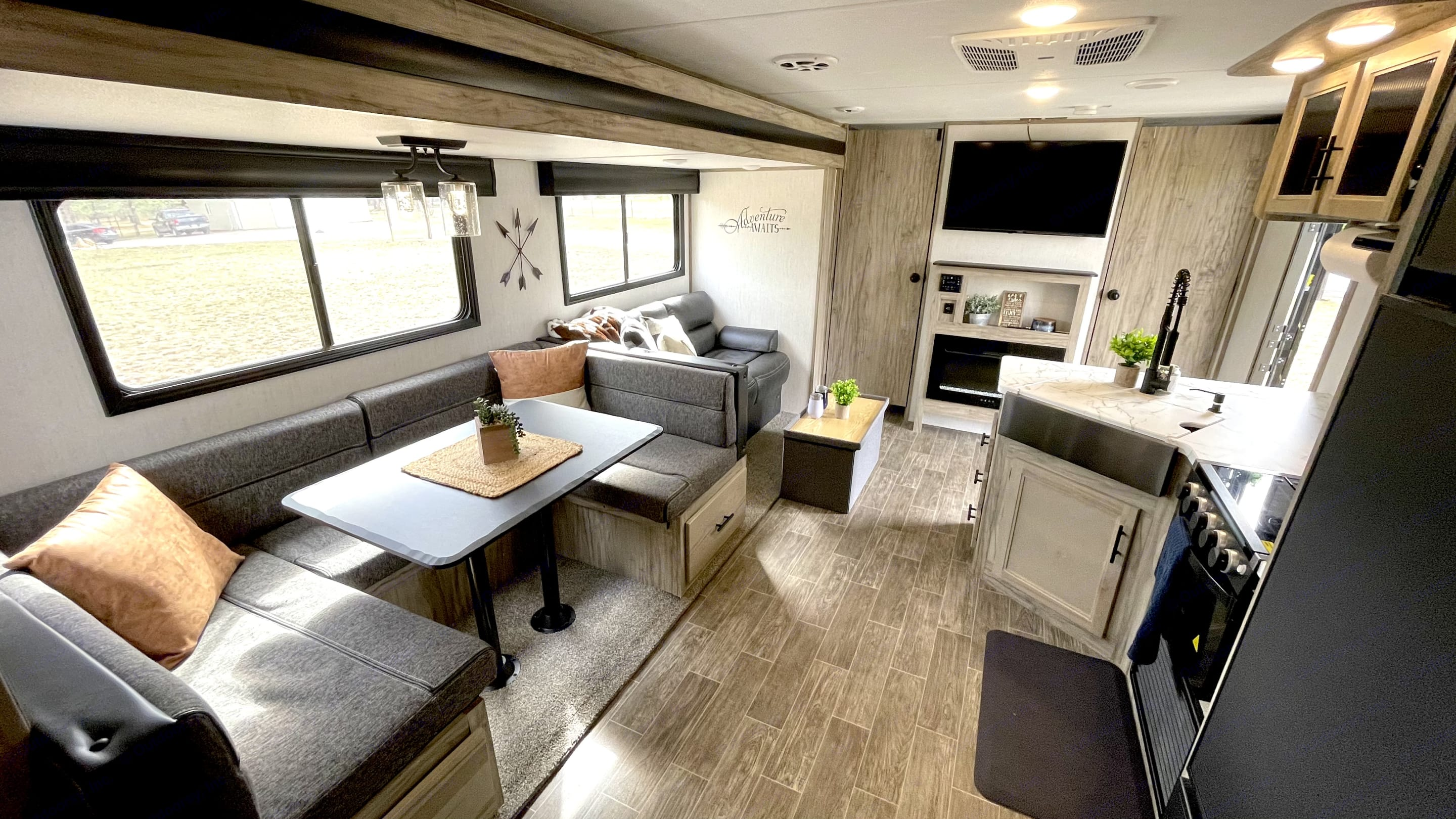 U-shape dinette that converts to a bed. Forest River Cherokee 2021