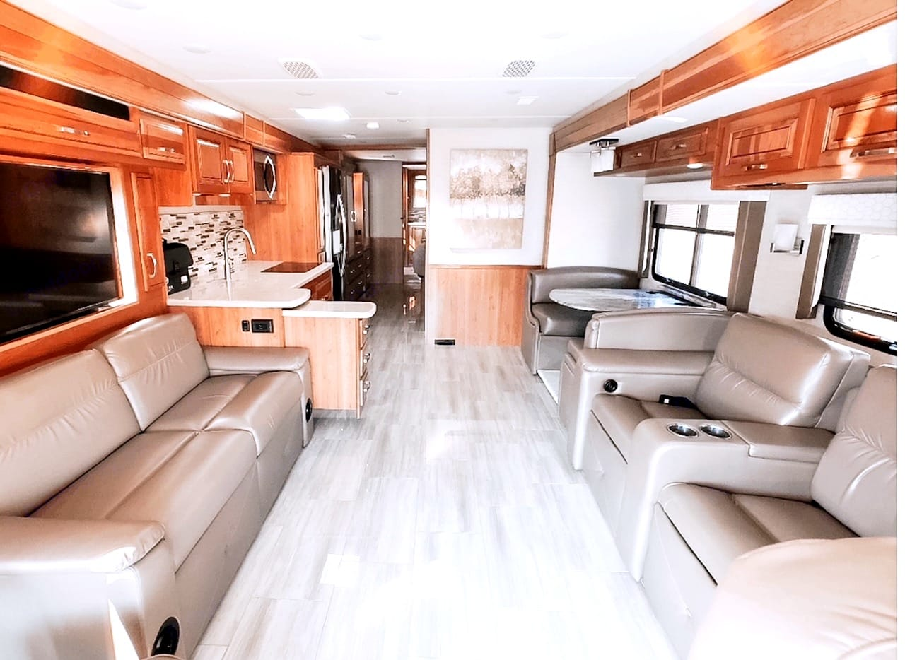 So spacious and luxurious you and the family will forget you're even on the road. So, grab your bags and enjoy the company!. Entegra Coach Reatta 2019