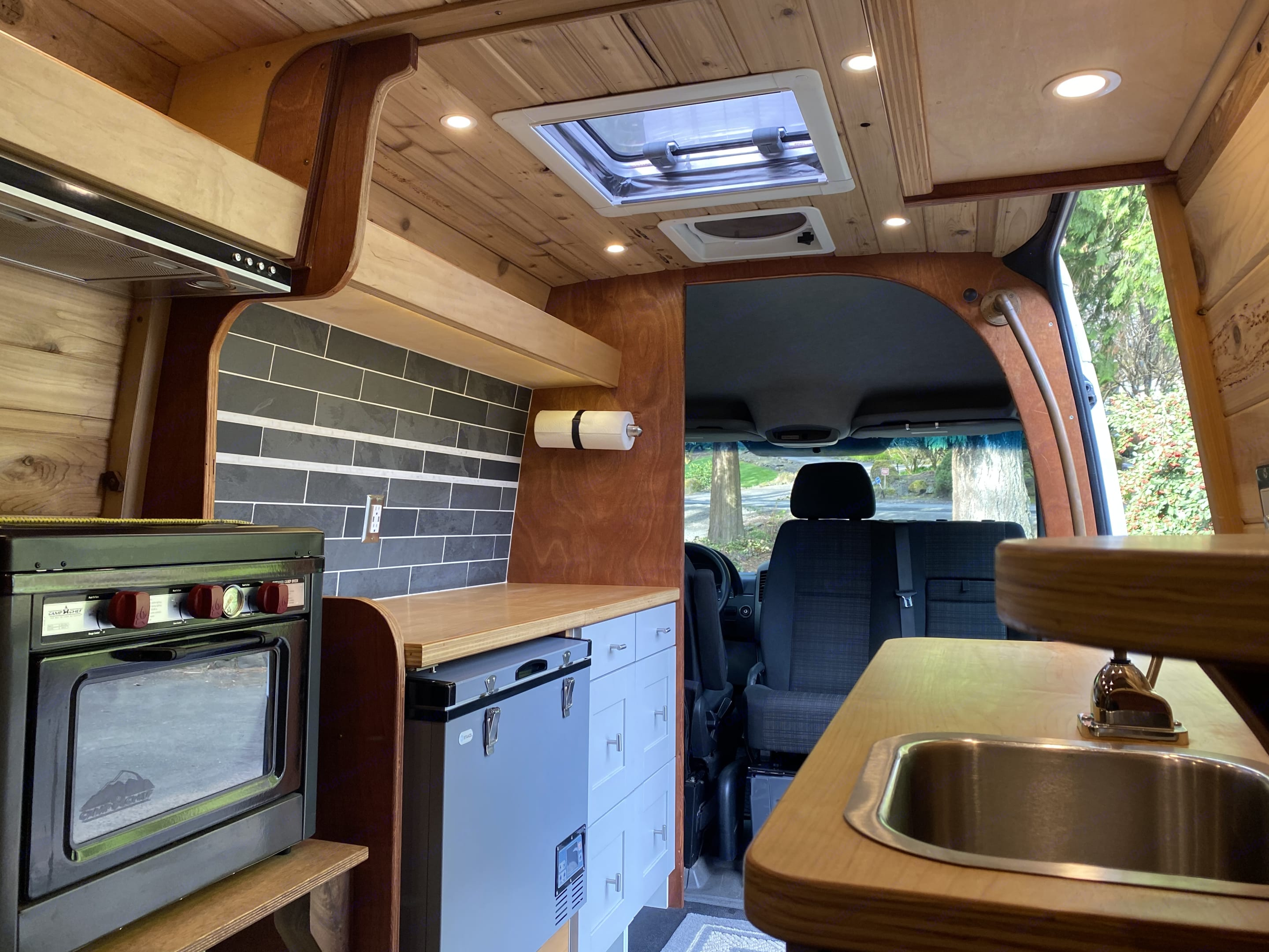 Lewmar Ocean 60 marine hatch lets in light from above during the daytime while three-zone dimmable lighting is ready for when night falls. Mercedes-Benz Sprinter 2008