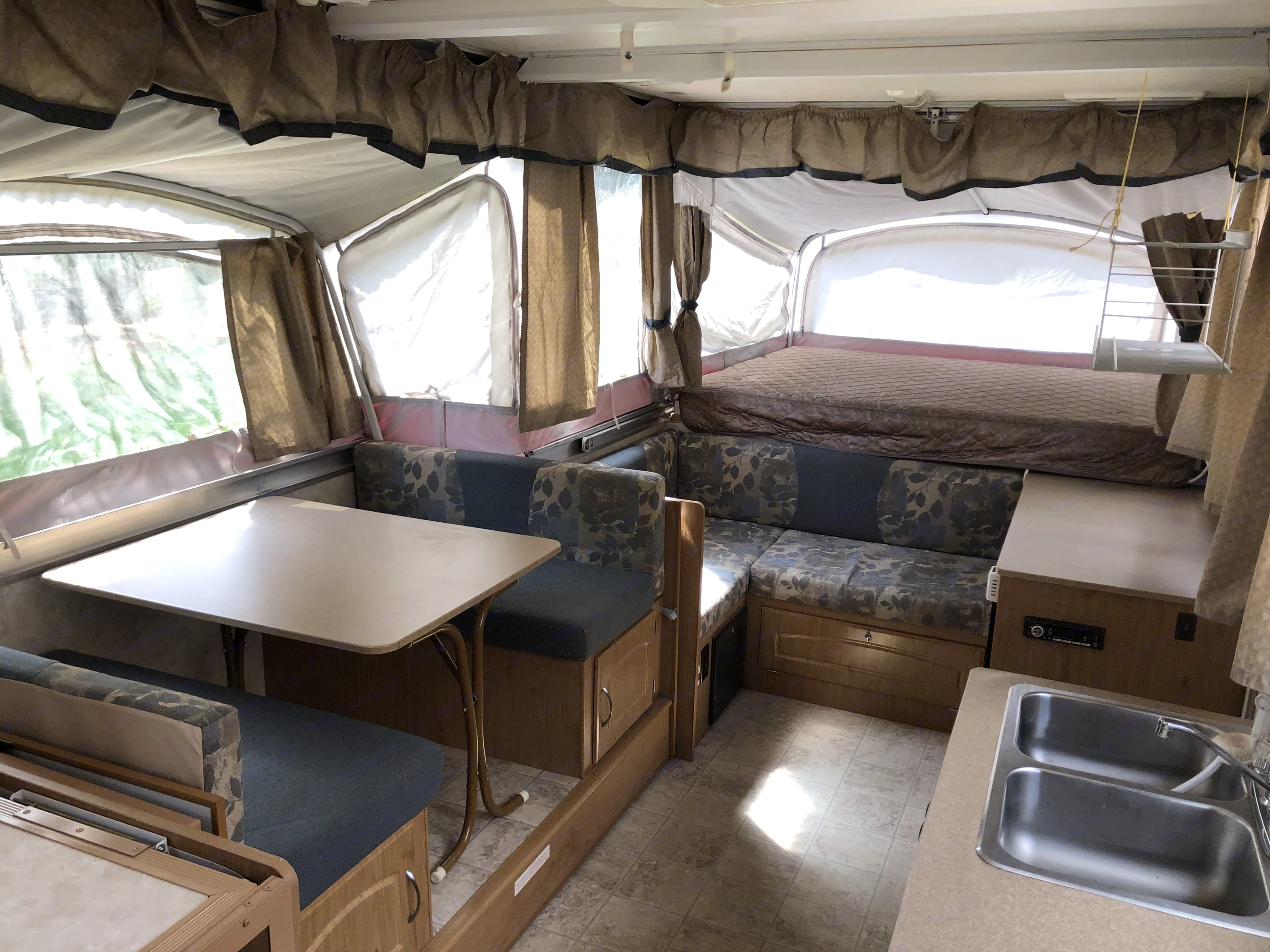 The 3rd pullout doubles as a folding dinette table for inside eating on rainy days.. Fleetwood Niagara 2007