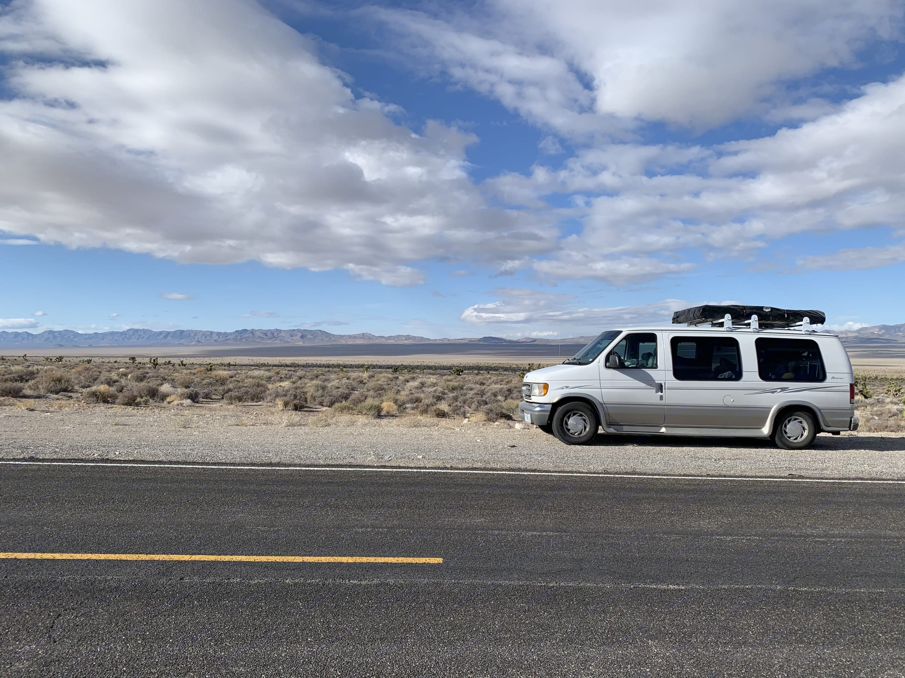 Area 51. Nothing to see here, folks.. Ford Econoline 150 2000