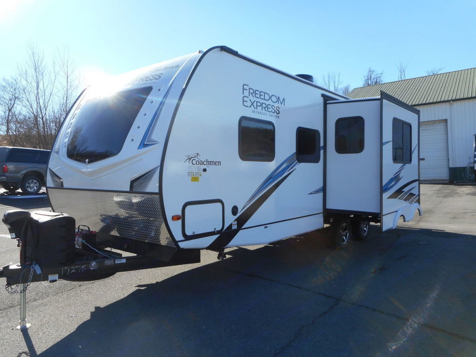 slide out. Coachmen Freedom Express 2021