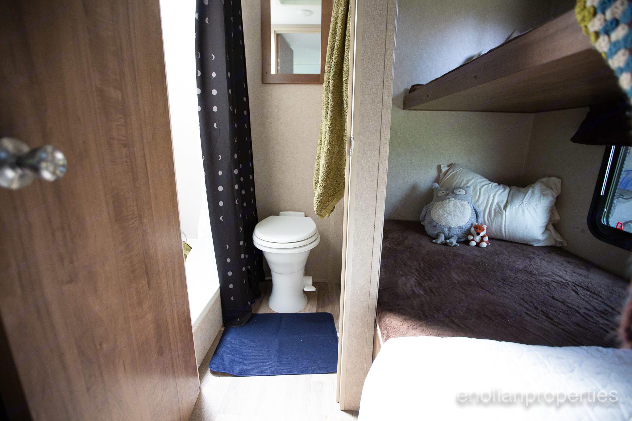 Easy to use toilet. . Dutchmen Aspen Trail 2016
