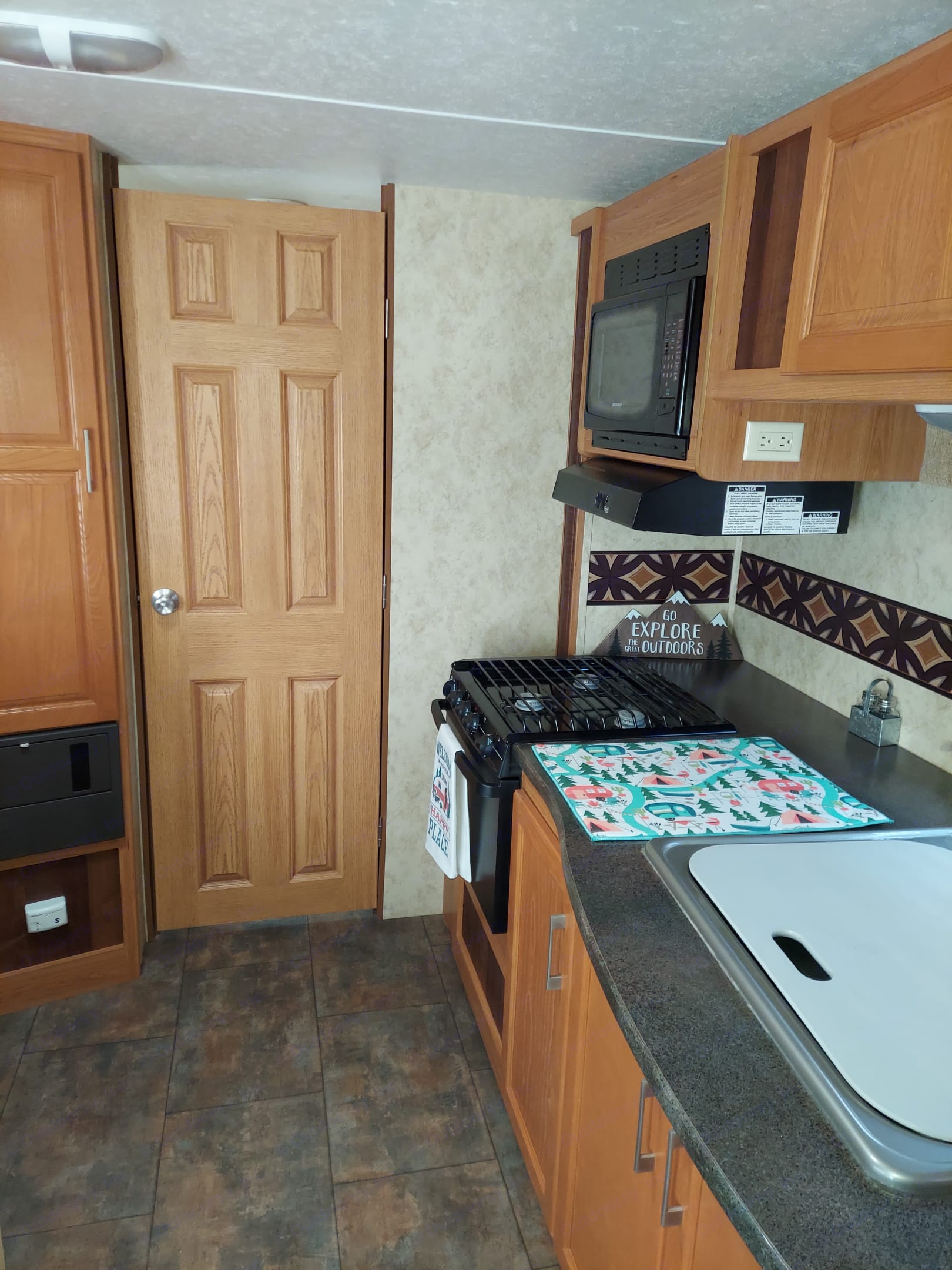 Sink, counter top, stove and microwave. . Keystone Bullet 2010