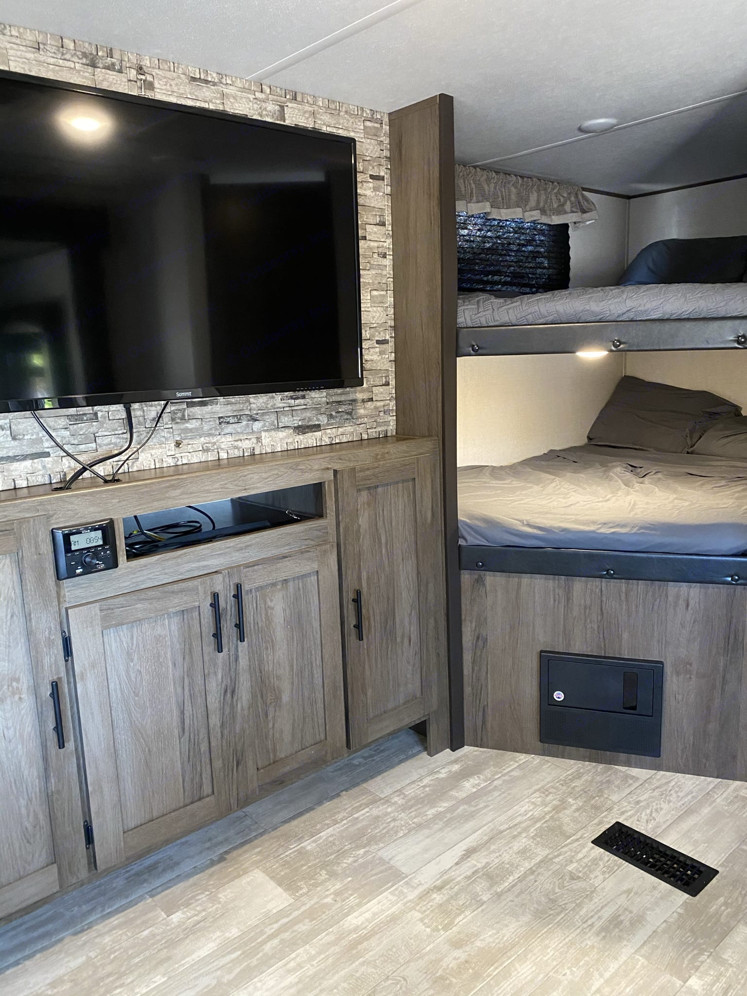 Living area and full size bunk beds. Prime Time Avenger 2021
