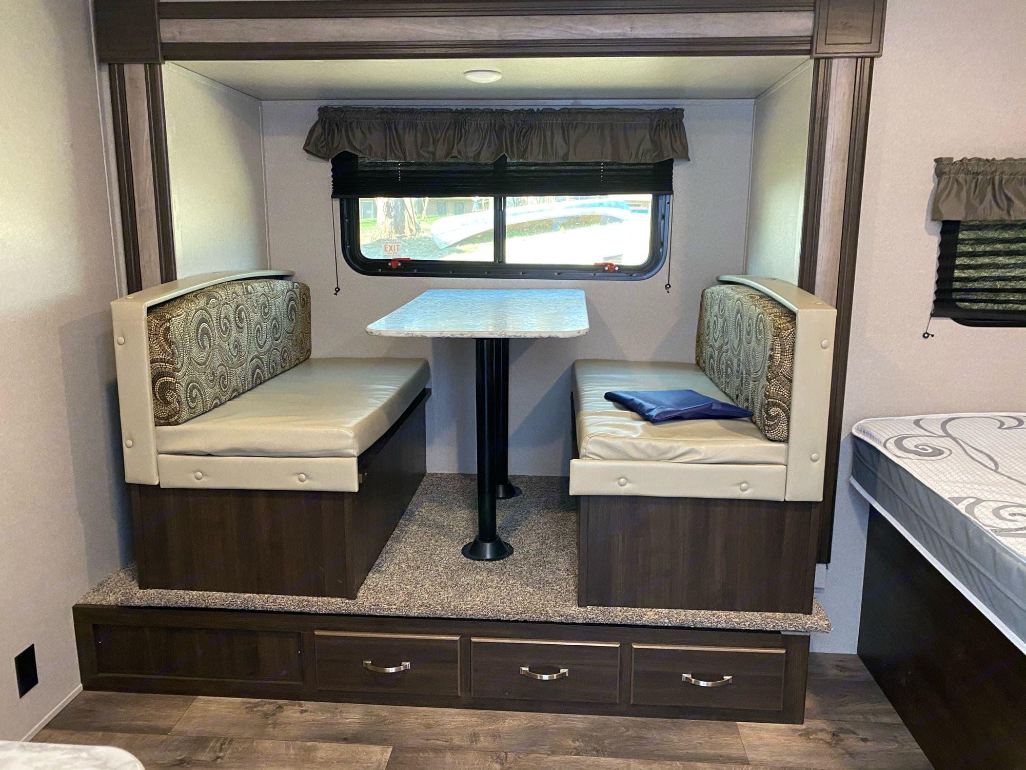 slide out dinette for added room. Keystone Springdale 2020