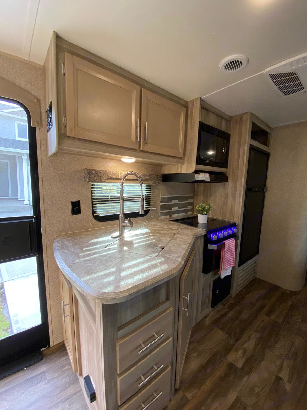Pots, pans, cups and plates included. Coachmen Catalina 2019
