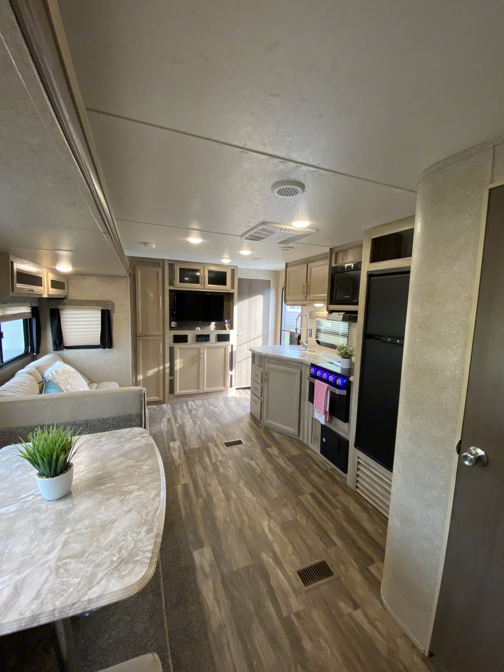 Lots of space. Coachmen Catalina 2019