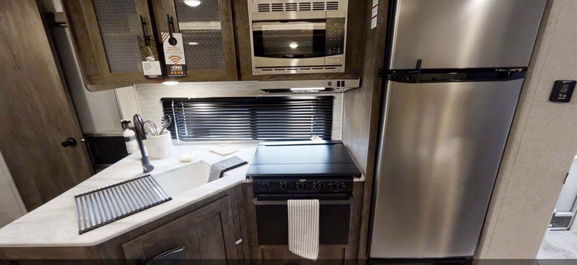 Kitchen. Forest River Wildwood X-Lite 2020