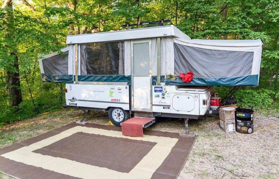 Make memories while camping in comfort. . Coleman - Fleetwood Destiny Cheyenne 2002