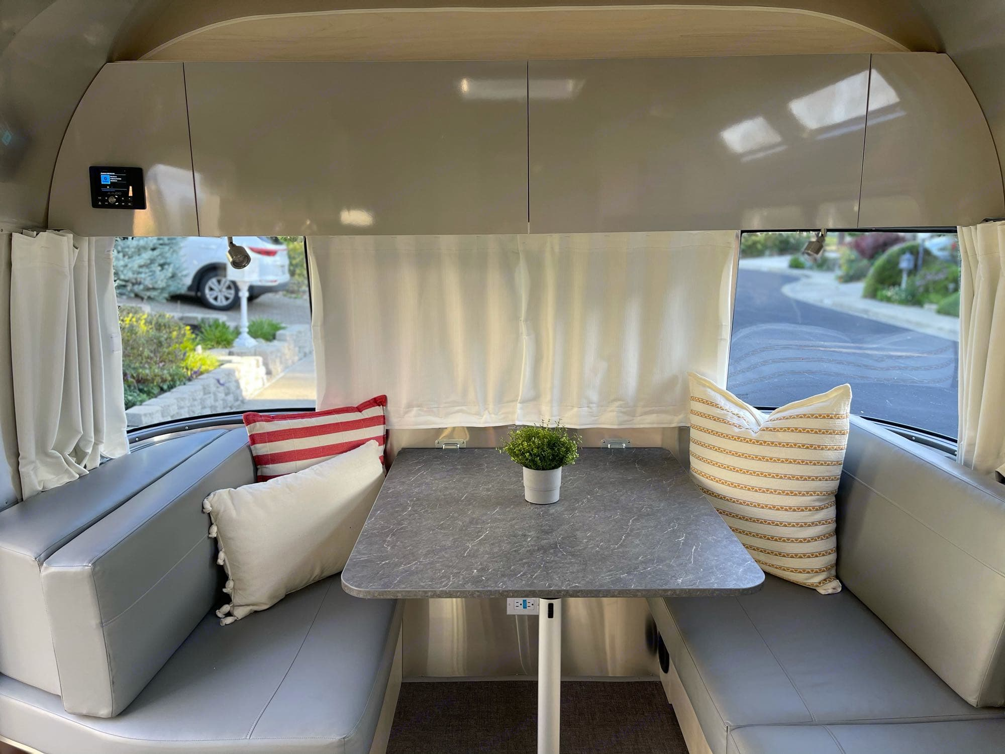 JL Audio System Array of games to play Dinning is a breeze. Airstream Flying Cloud 2021