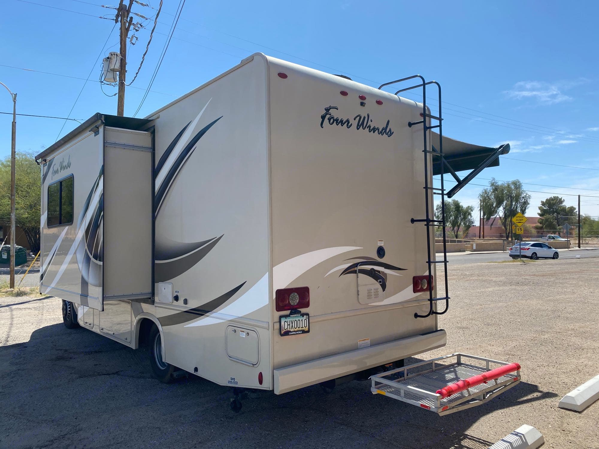 1 slide and hitch storage box for extra storage!. Thor Motor Coach Four Winds 24ws 2018