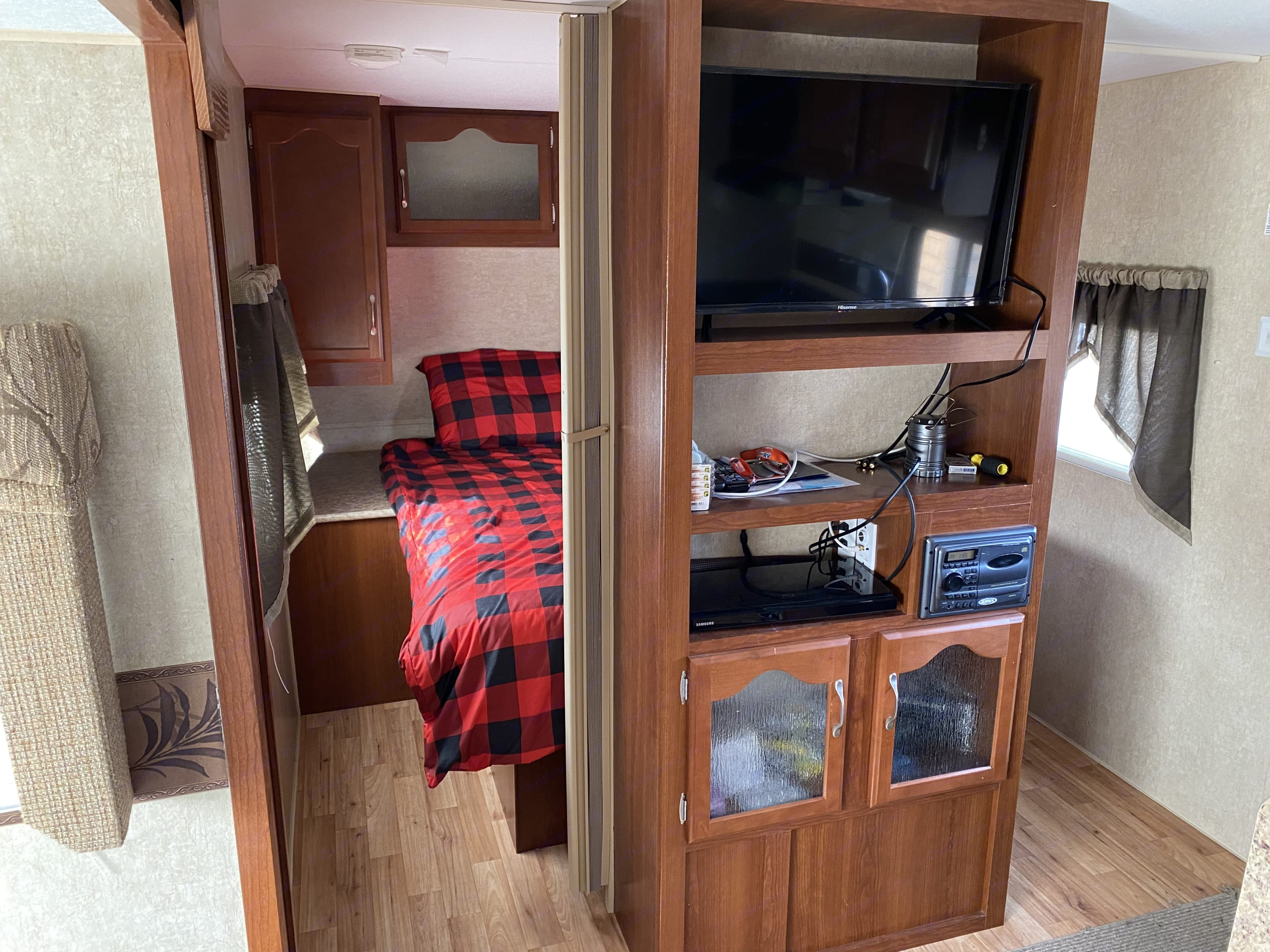 Outdoors Rv Manufacturing Creek Side 2012