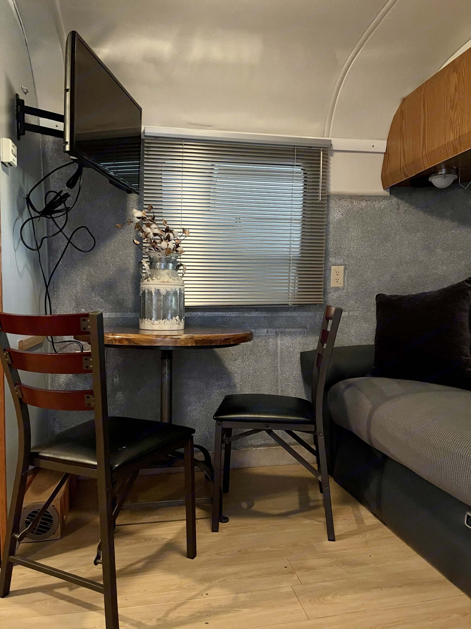 Enjoy your meals at this cozy dining area. Airstream Safari 1999