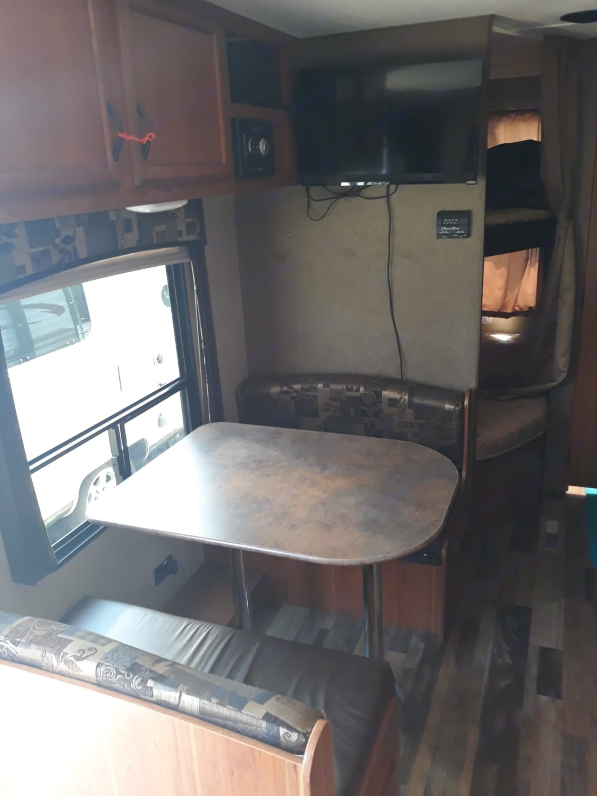 Also in the photo are two full size bunk beds. . Starcraft Autumn Ridge 2015