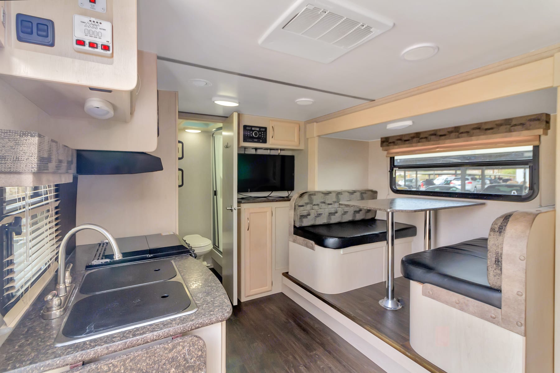 Play games or enjoy meals at this 4 person dinette table. Winnebago Micro Minnie 2018