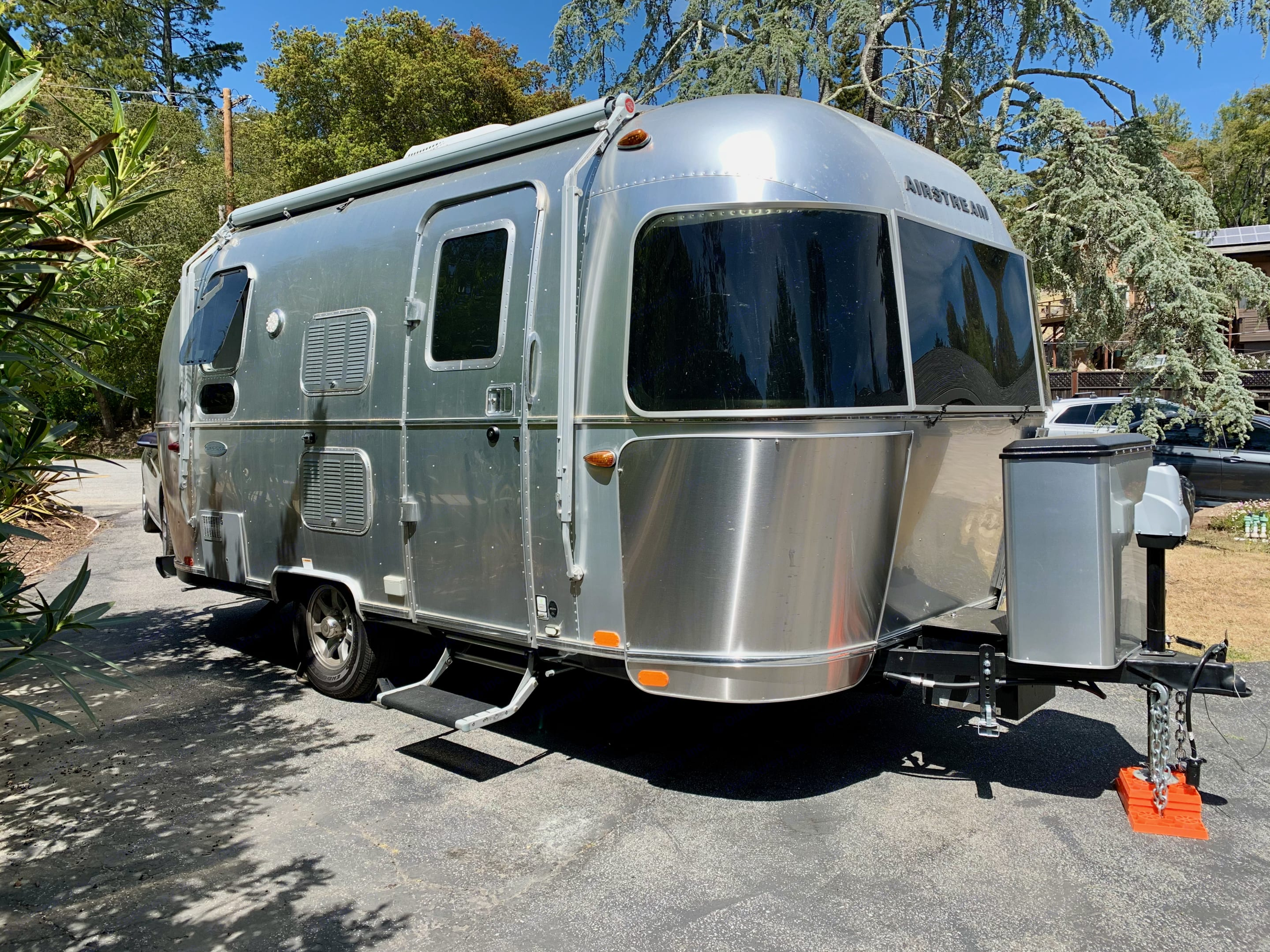 Airstream Flying Cloud 2019 19CB Exterior. Airstream Flying Cloud 2019