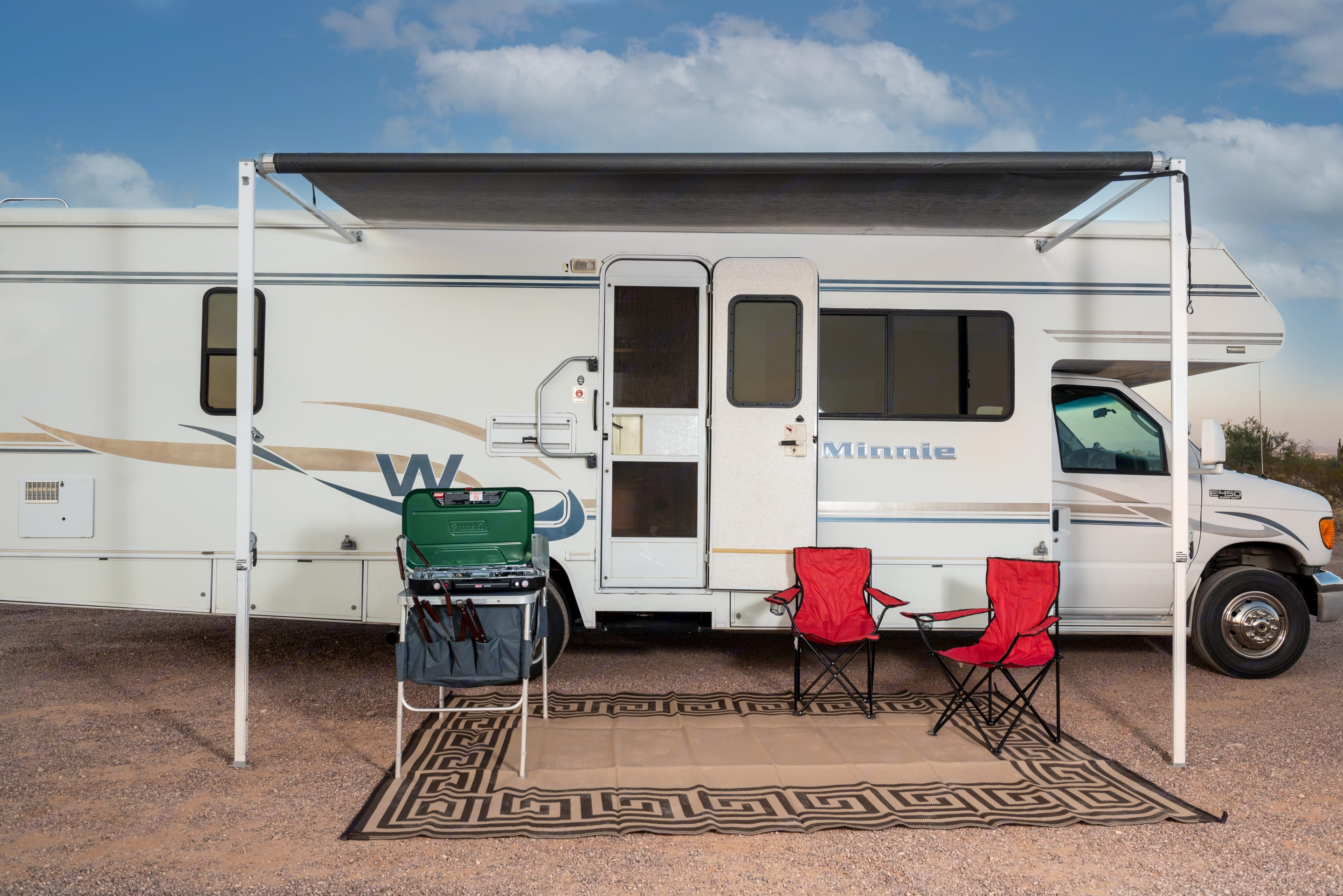 Your covered patio away from home.. Winnebago Minnie Winnie 2004