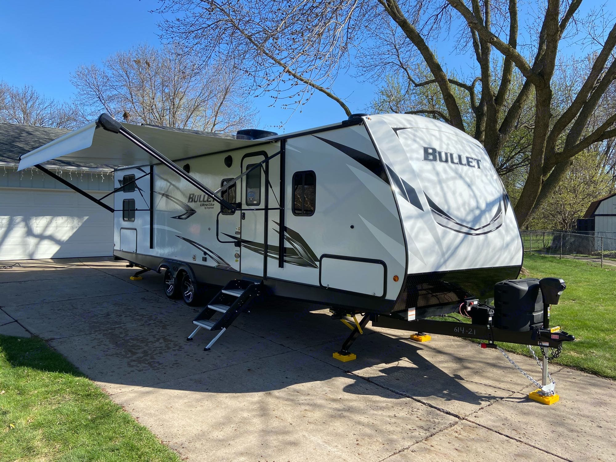 Inside and out, this rig is fully loaded! Power stabilizers, LED lighting, outdoor kitchen, ducted furnace and A/C, and so much more!. Keystone Bullet 2021