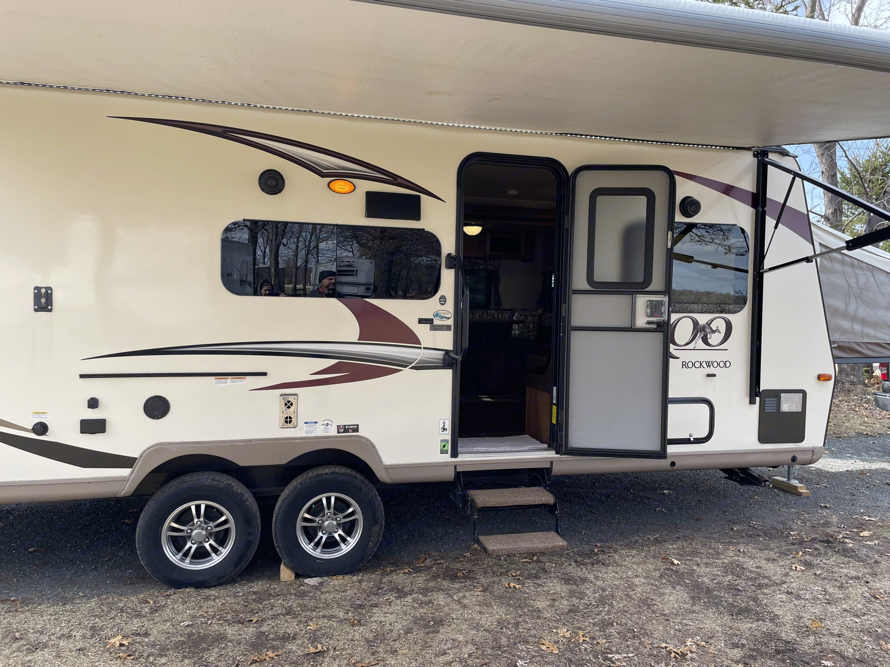 This camper is fully equipped with everything you need for a wonderful camping experience. Read on to see everything that is included.. Forest River Rockwood Roo 2018