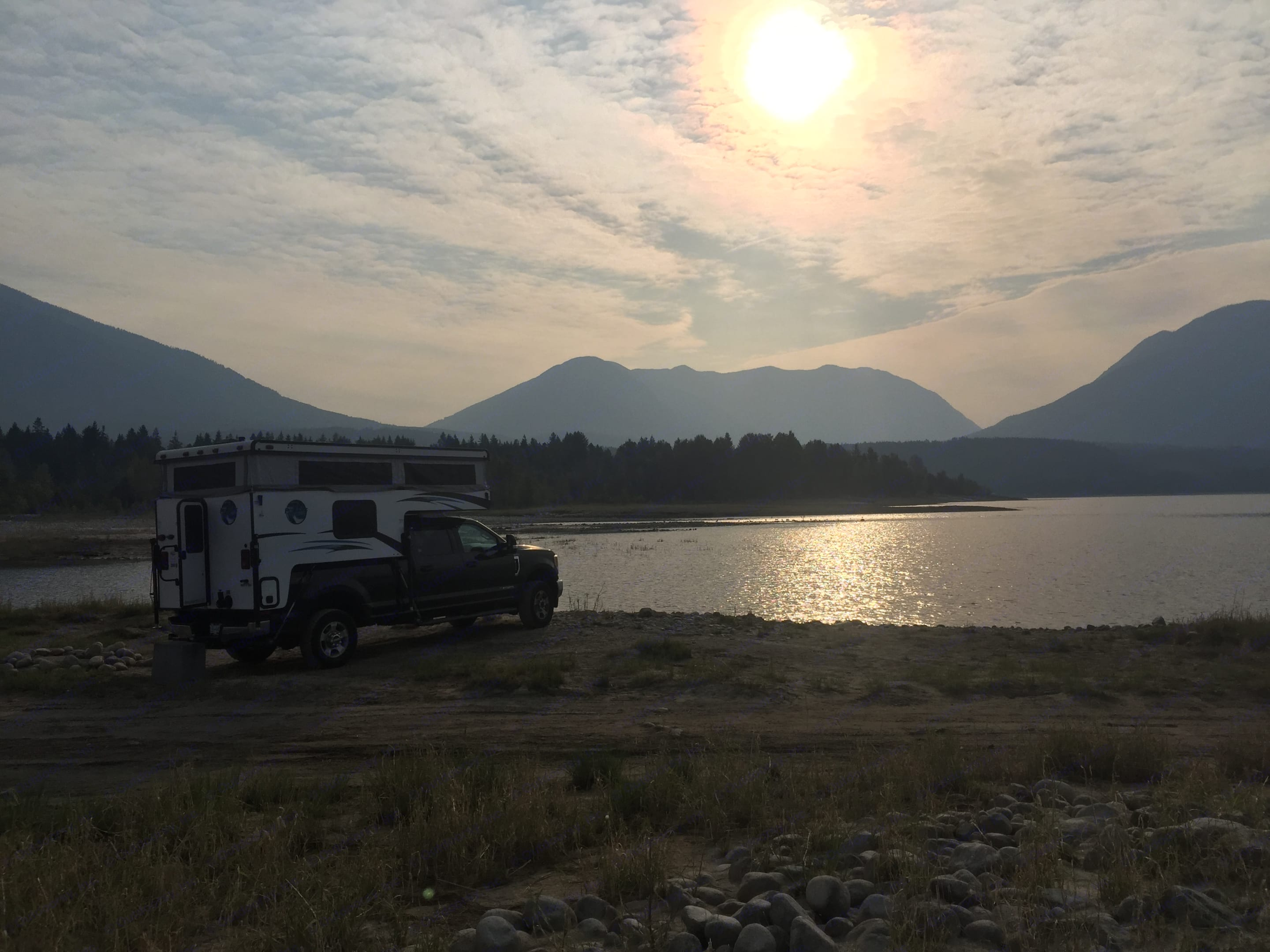 Resting and waking up in a scenic view place. Ford F350 Diesel Double Cab 2017