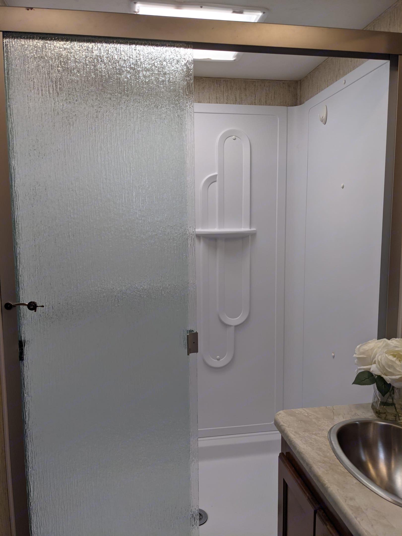 Full sized shower. Coachmen Mirada 2019